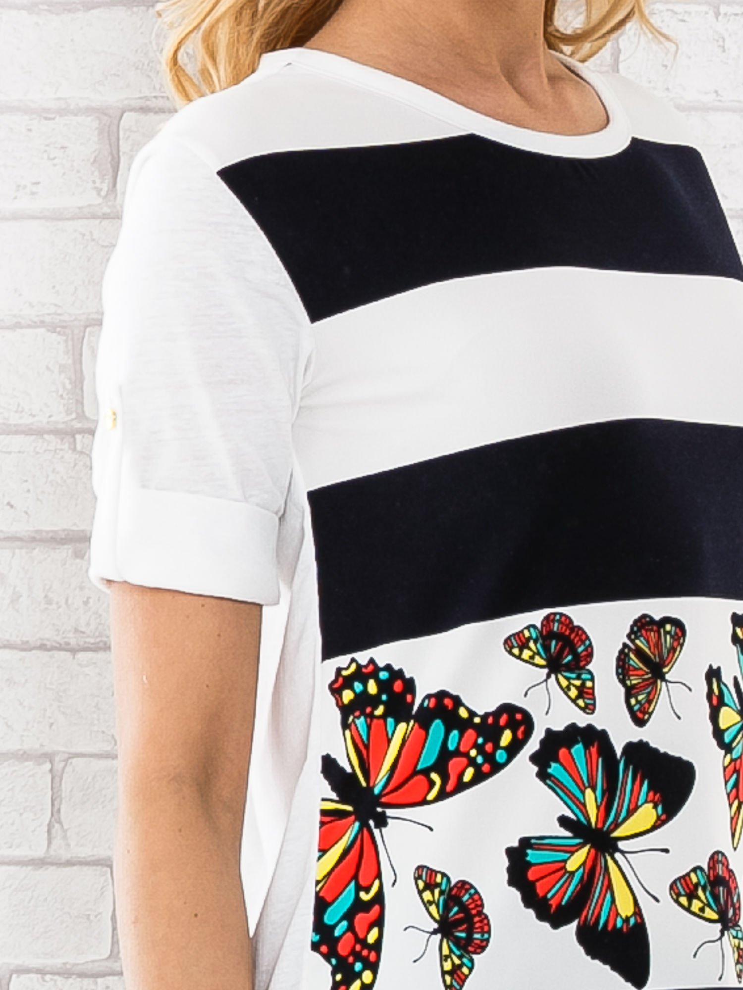 Granatowa bluzka w szerokie pasy i nadrukiem motyli                                  zdj.                                  5