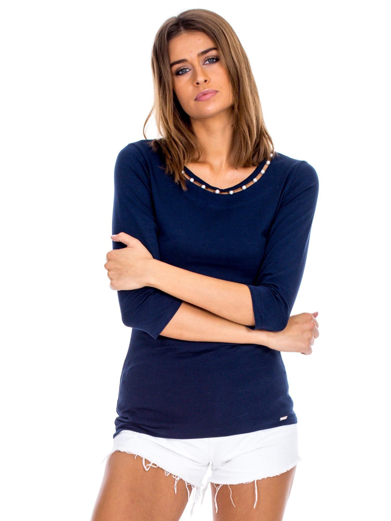 272f33f64fbea5 Granatowa bluzka z perełkami przy dekolcie - Bluzka na co dzień ...