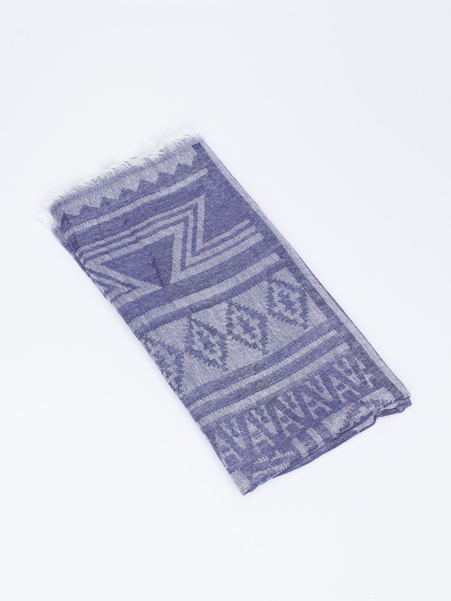 Granatowa chustka w geometryczny wzór z frędzlami na końcach                                  zdj.                                  3