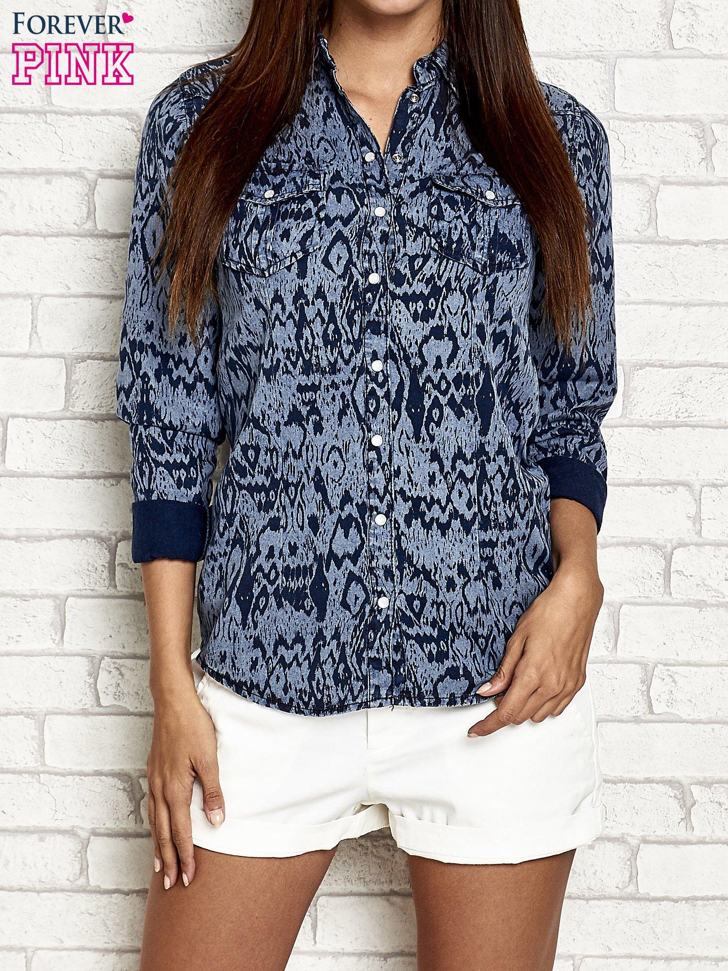 Granatowa denimowa koszula z nadrukiem                                  zdj.                                  1