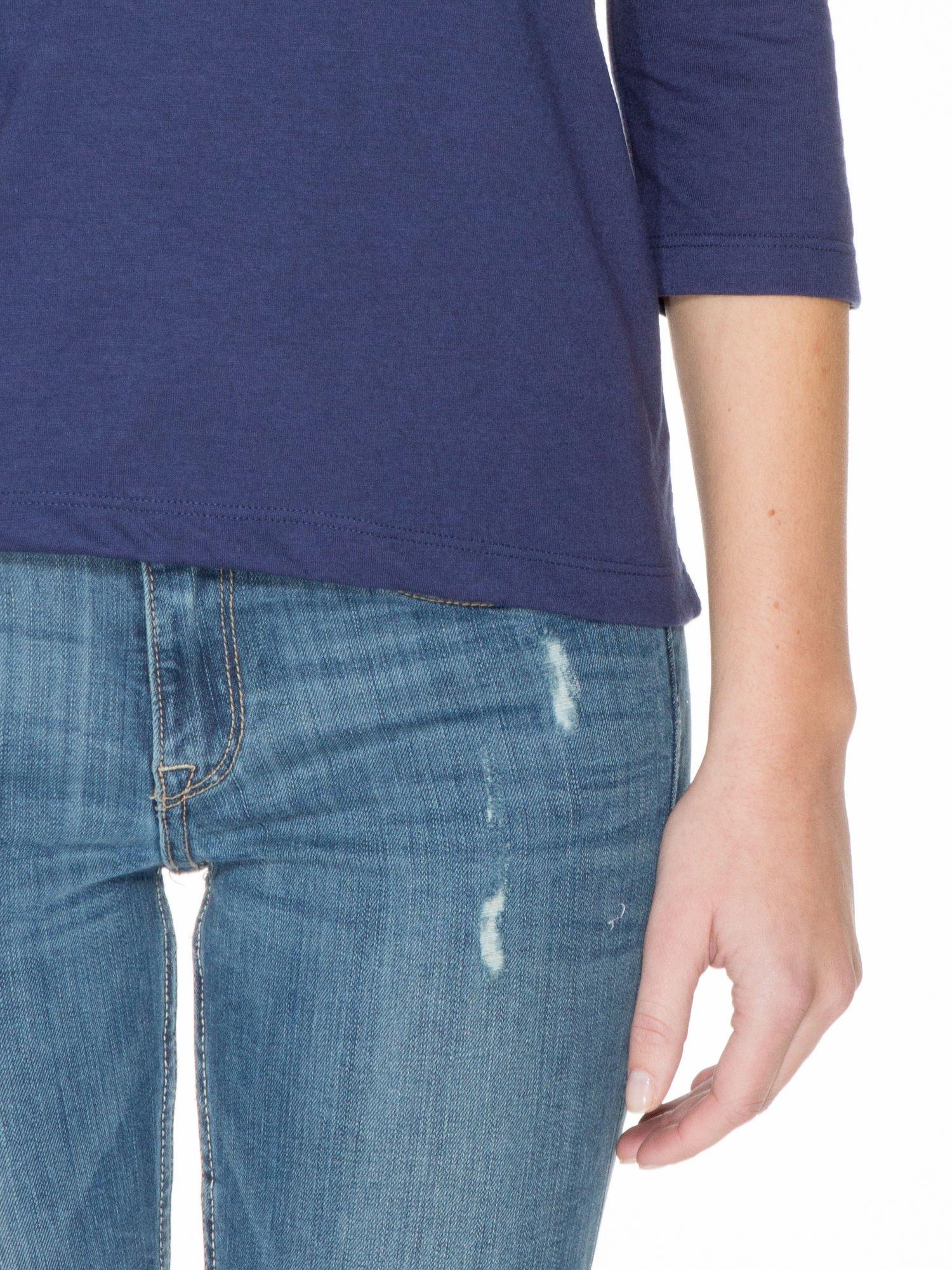 Granatowa gładka bluzka z łezką z tyłu                                  zdj.                                  6