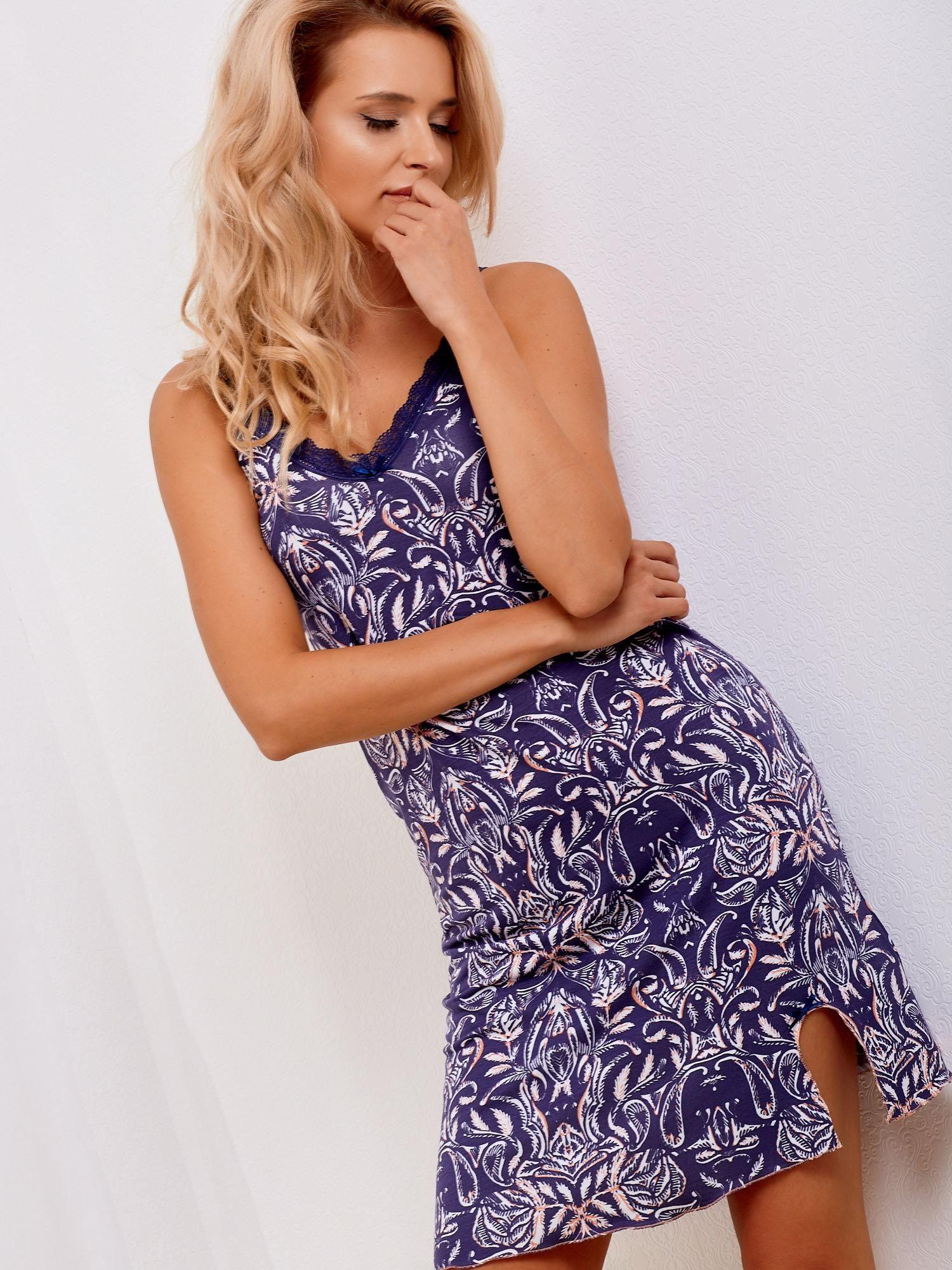 a10c9f35fa5b0e Granatowa koszula nocna w tropikalne rośliny - Bielizna piżama - sklep  eButik.pl