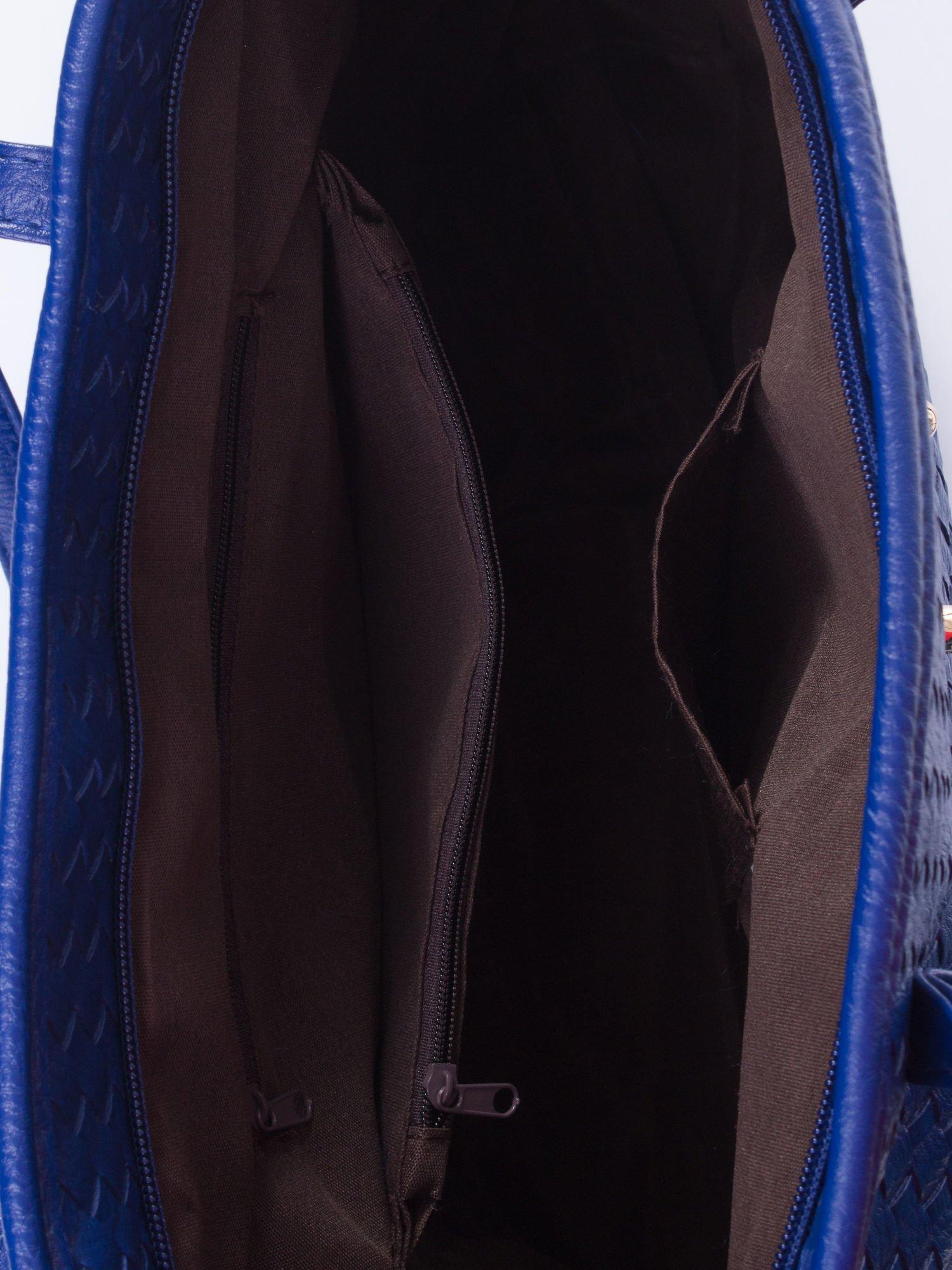 Granatowa pleciona torba shopper bag ze złotym detalem                                  zdj.                                  5