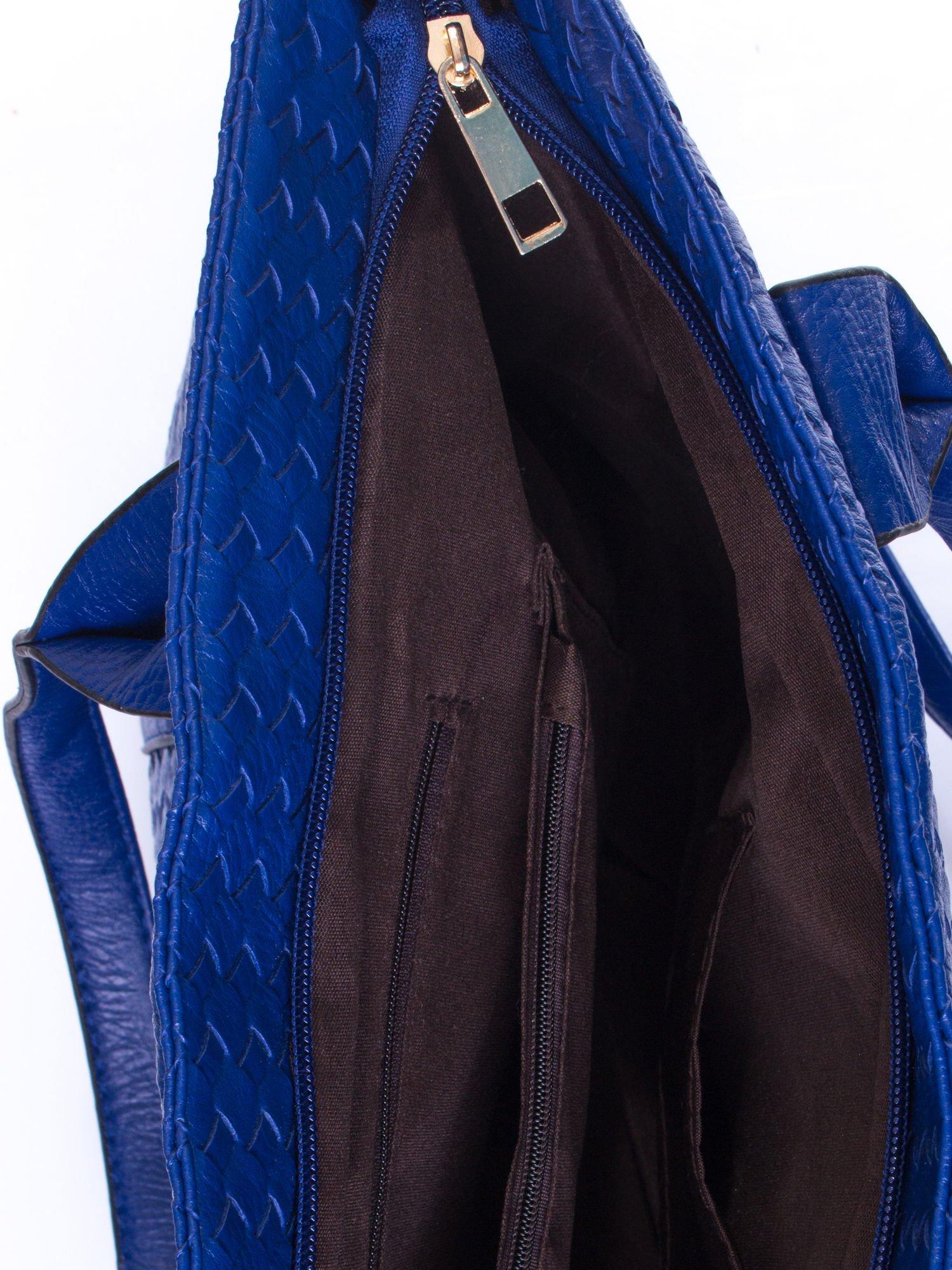Granatowa pleciona torebka z suwakami                                  zdj.                                  5