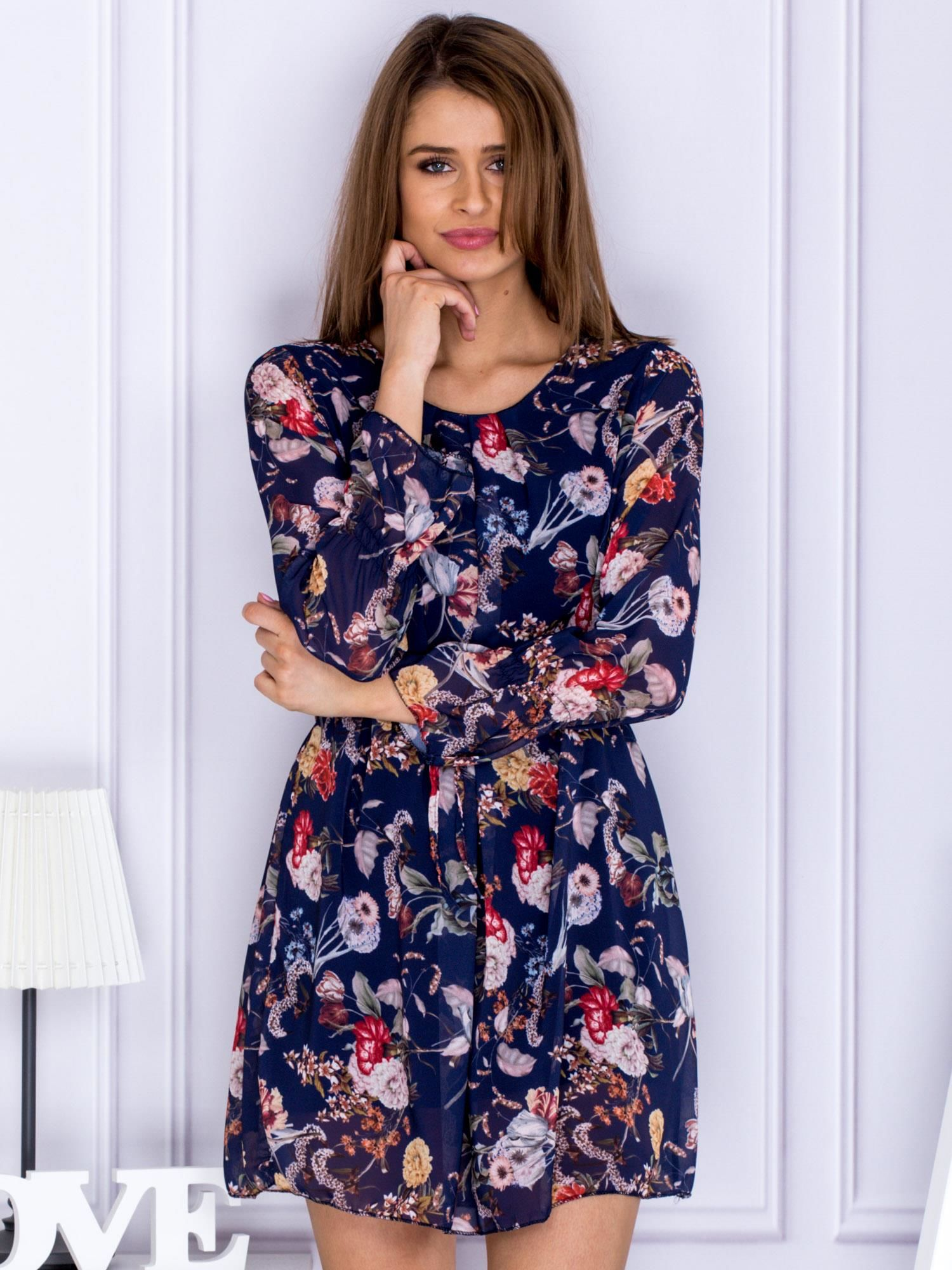 79d12c75 Granatowa sukienka w kwiaty z paskiem
