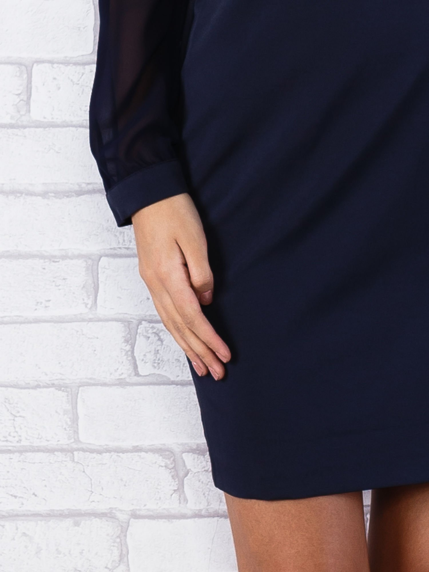 Granatowa sukienka z długimi transparentnymi rękawami                                  zdj.                                  6