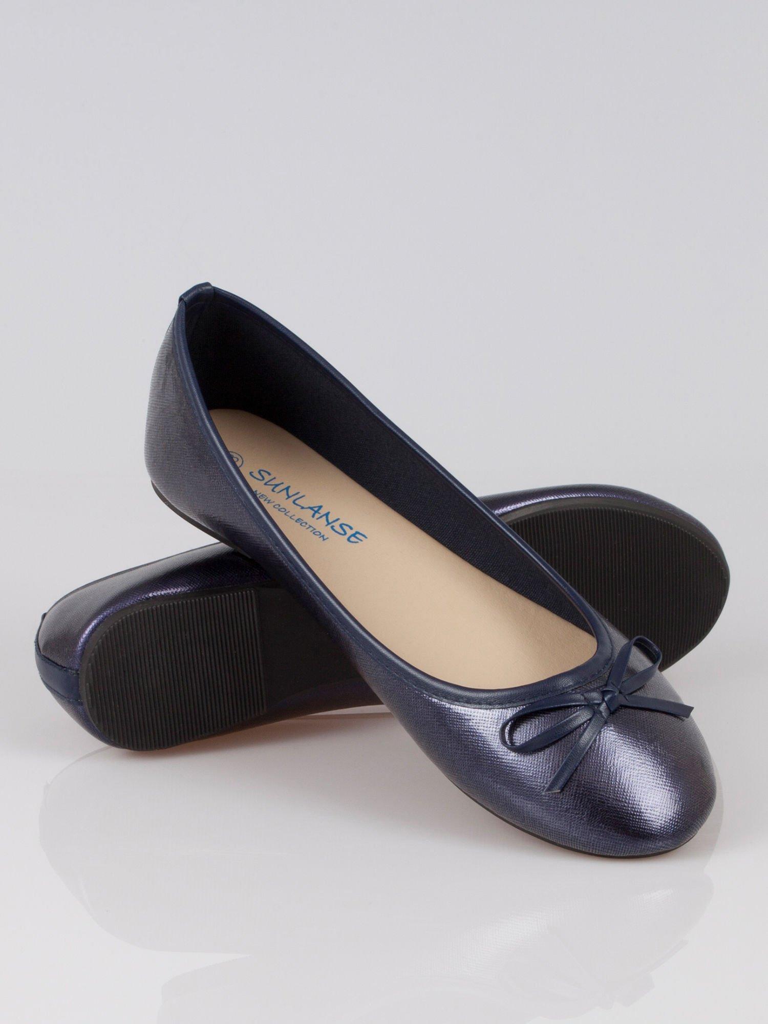 Granatowe baleriny classic leather z kokardką ze skóry saffiano                                  zdj.                                  3