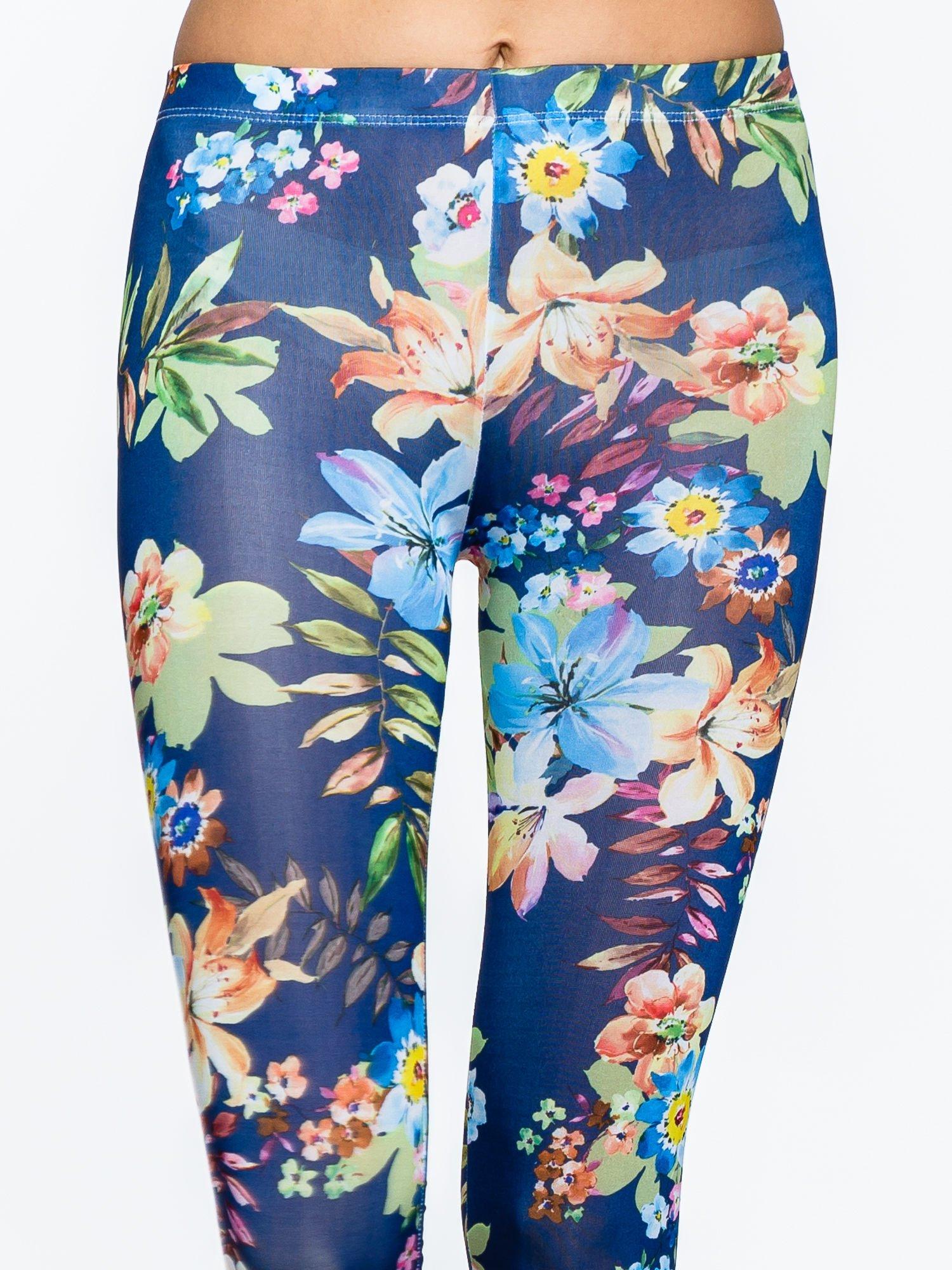 Granatowe legginsy w kwiatki                                  zdj.                                  5