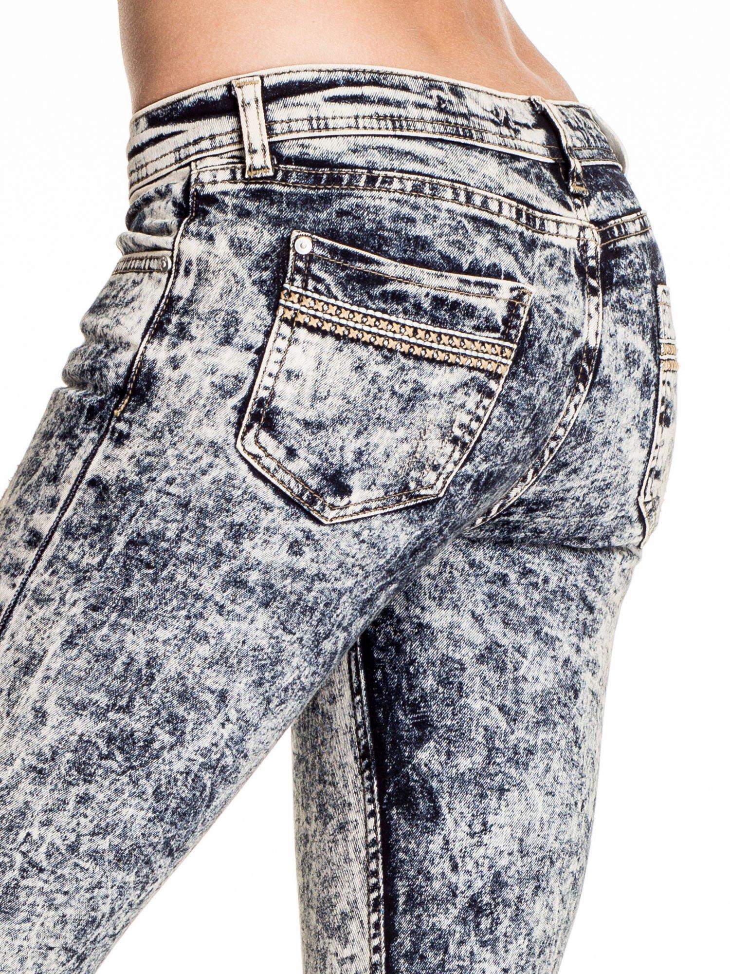 Granatowe marmurkowe spodnie skinny jeans                                  zdj.                                  6