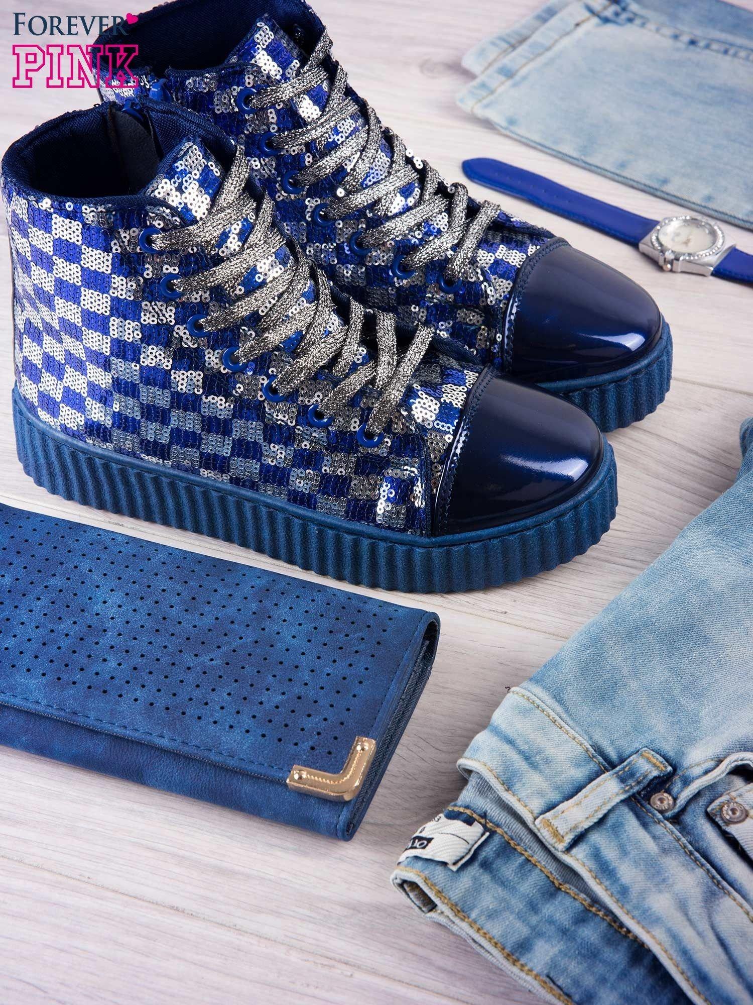 Granatowosrebrne sneakersy Kailey z cekinami w szachownicę                                  zdj.                                  1