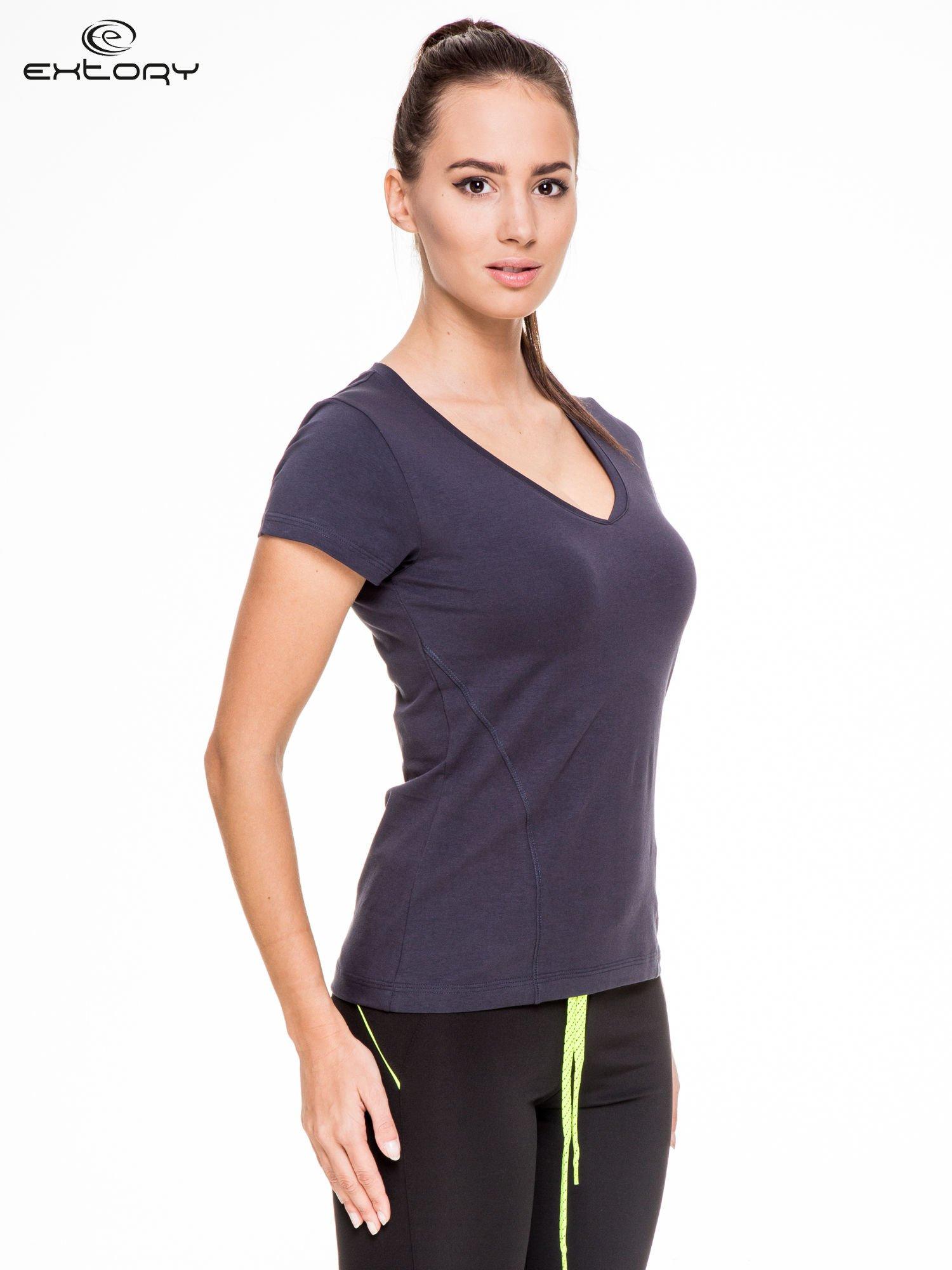 Granatowy damski t-shirt sportowy z modelującymi przeszyciami                                  zdj.                                  3