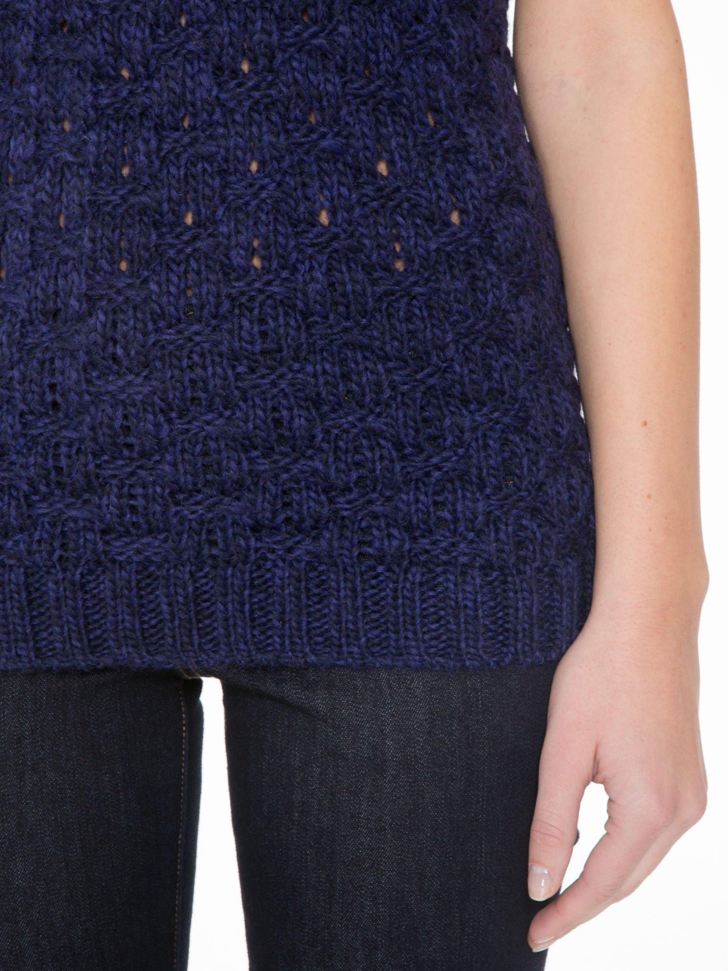 Granatowy dziergany sweterek z krótkim rękawem                                  zdj.                                  6