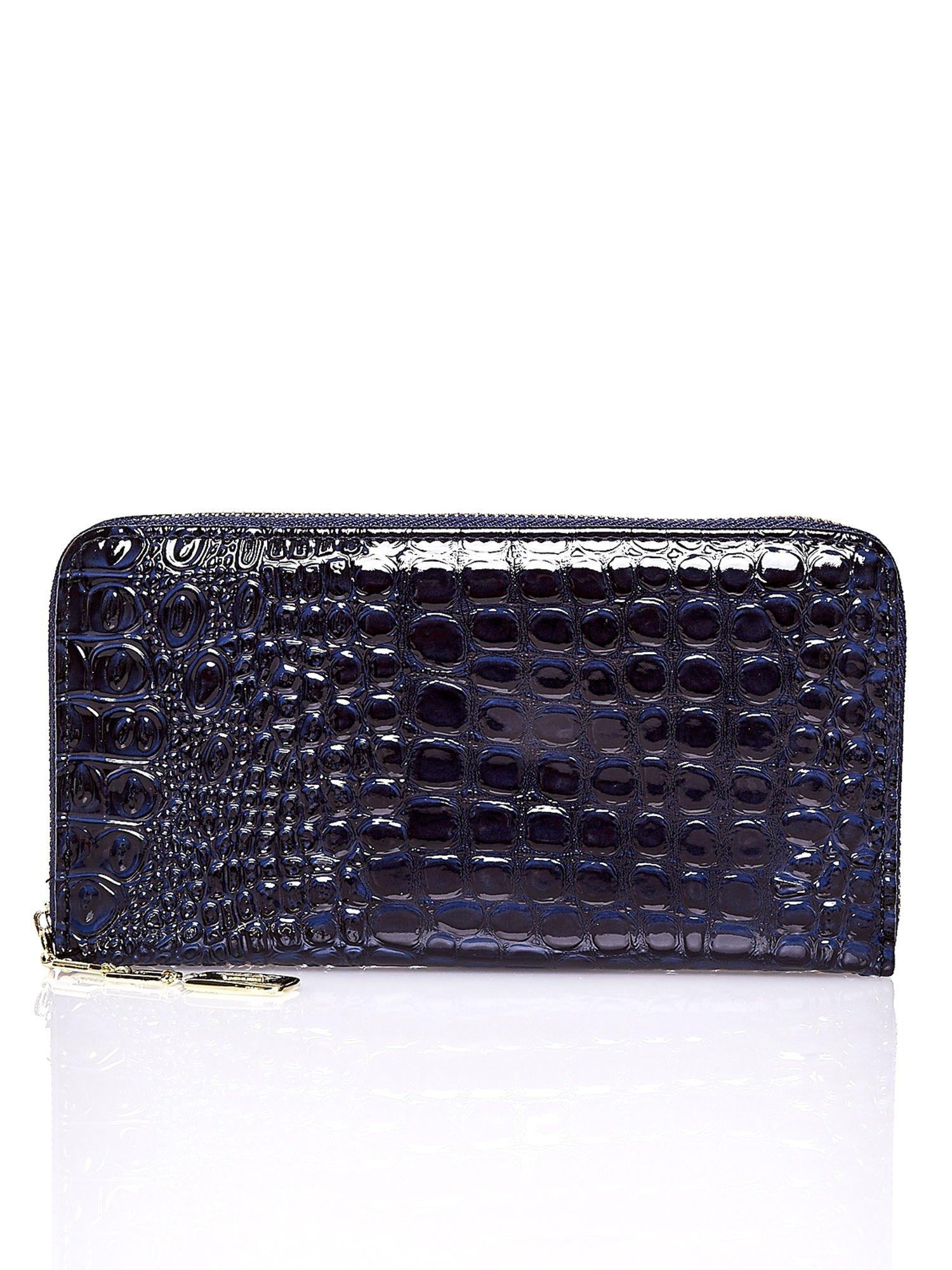 Granatowy portfel kopertówka z motywem skóry krokodyla                                  zdj.                                  1