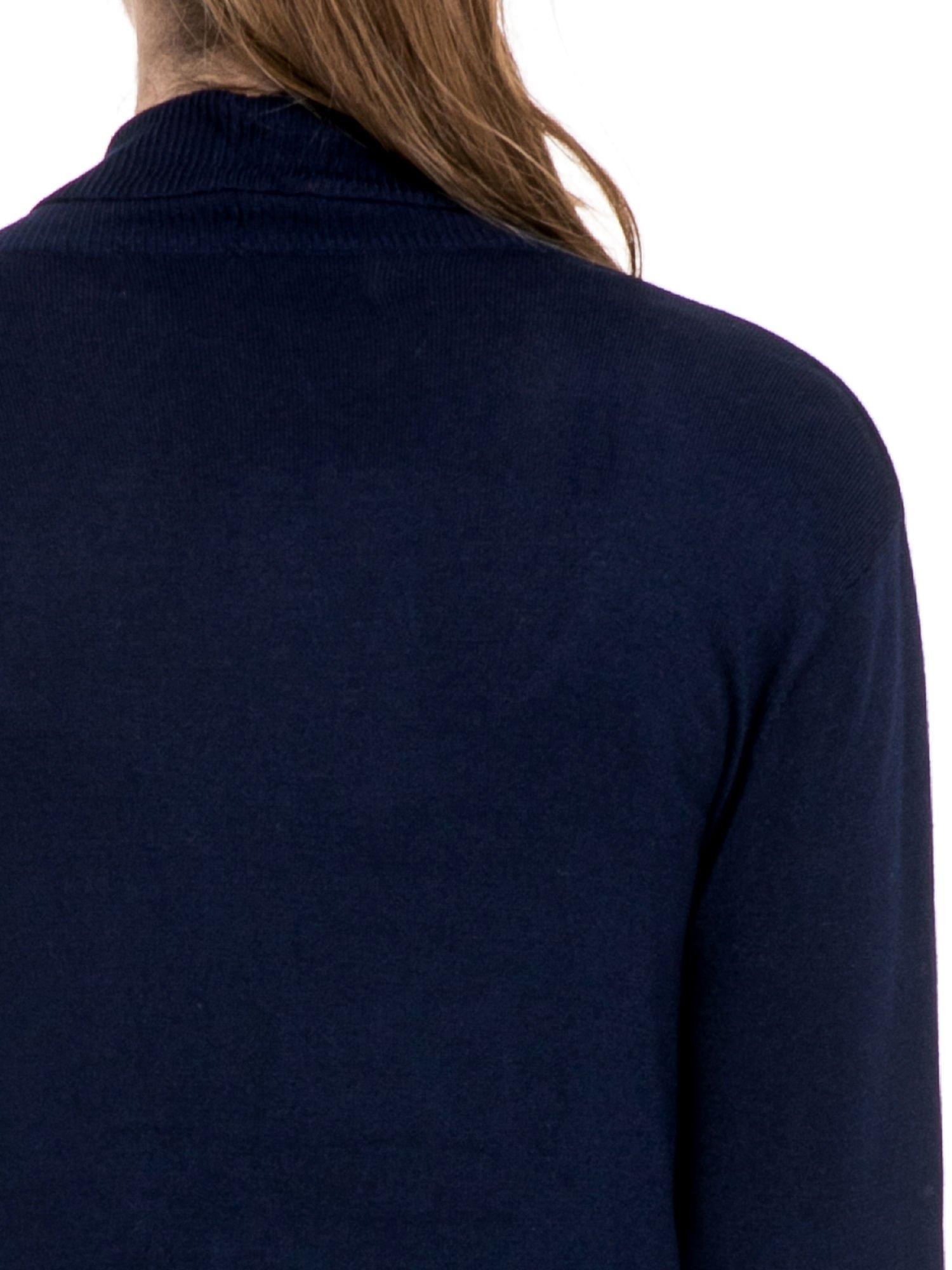 Granatowy sweter narzutka z wywijanymi rękawami                                  zdj.                                  7