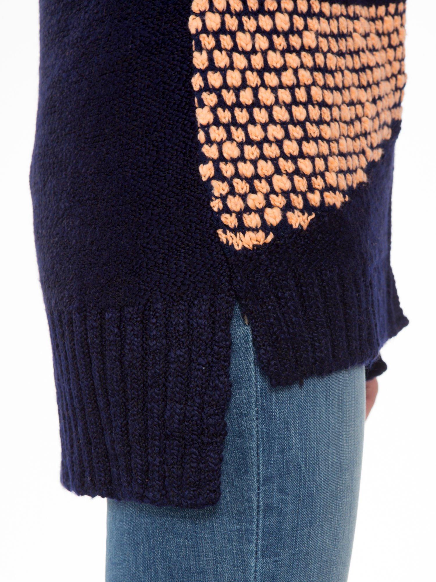 Granatowy sweter typu otwarty kardigan z ozdobnym ściegiem                                  zdj.                                  7