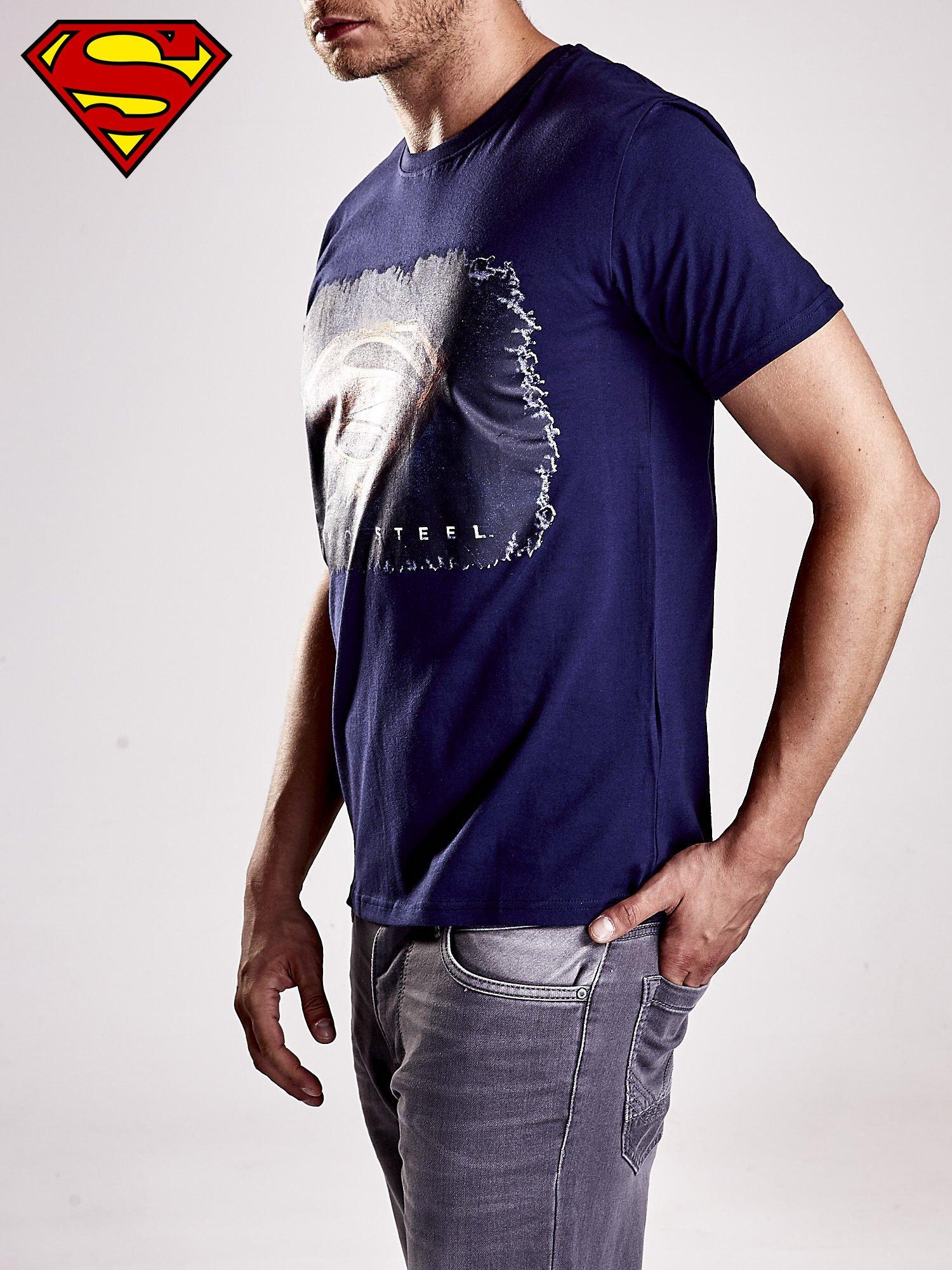 Granatowy t-shirt męski MAN OF STEEL                                  zdj.                                  2