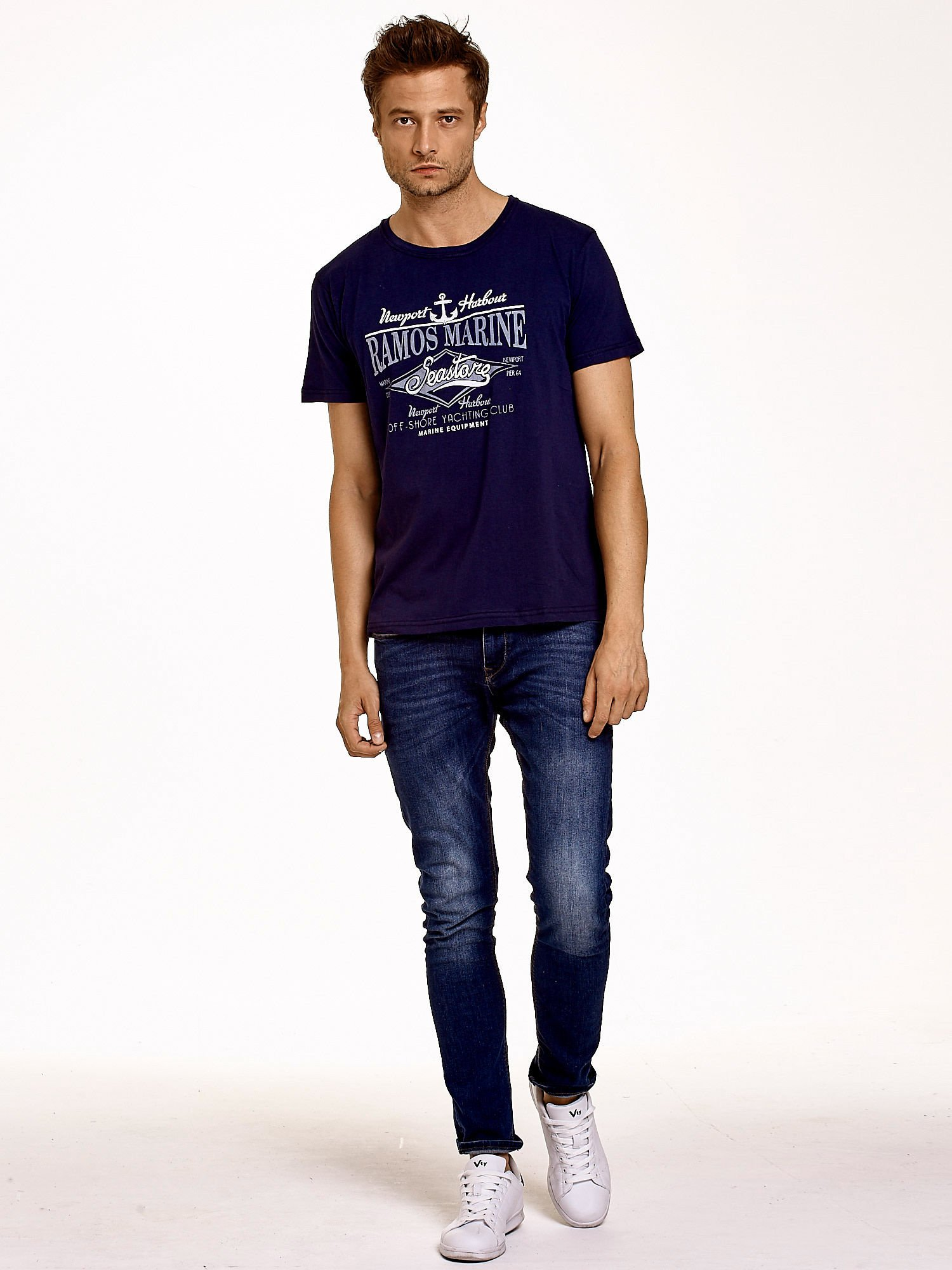 Granatowy t-shirt męski z napisami i kotwicą                                  zdj.                                  4