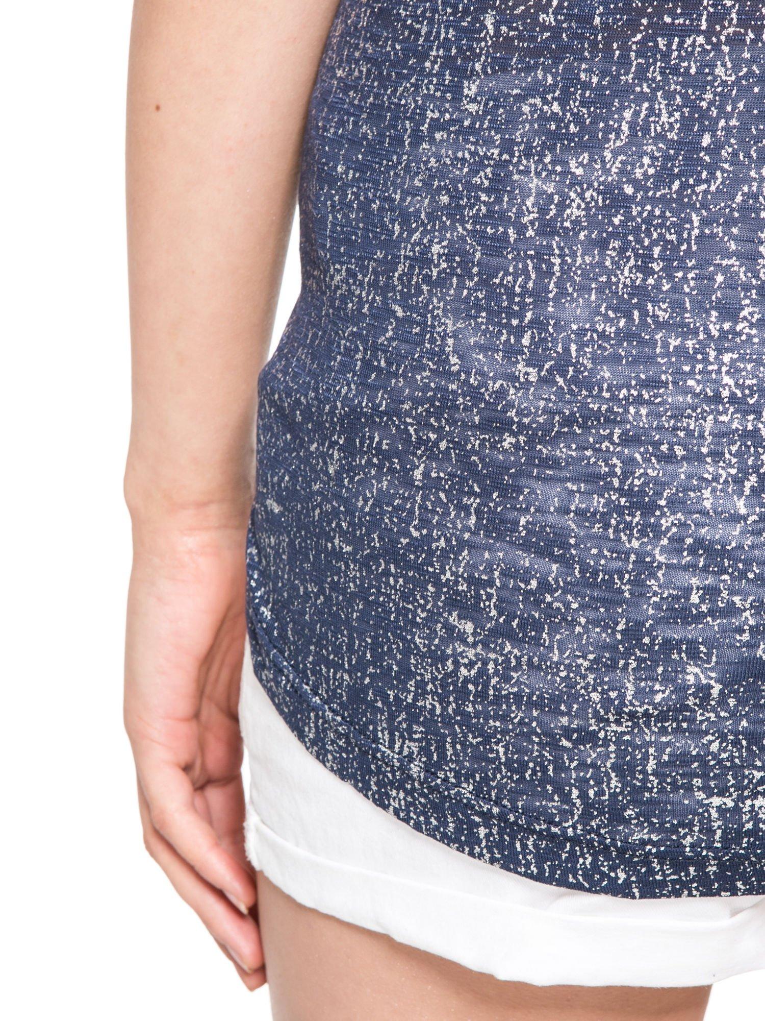 Granatowy t-shirt w srebrne plamki                                  zdj.                                  11