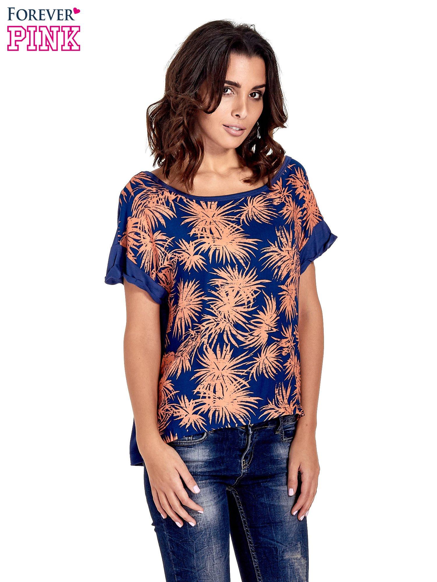 Granatowy t-shirt z nadrukiem w palmy                                  zdj.                                  1