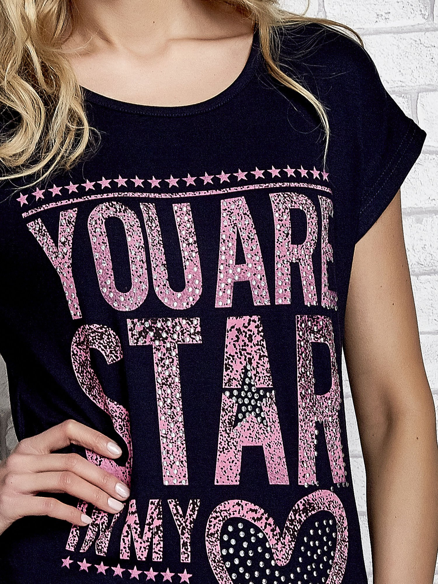 Granatowy t-shirt z napisem YOU ARE STAR IN MY HEART z dżetami                                  zdj.                                  5