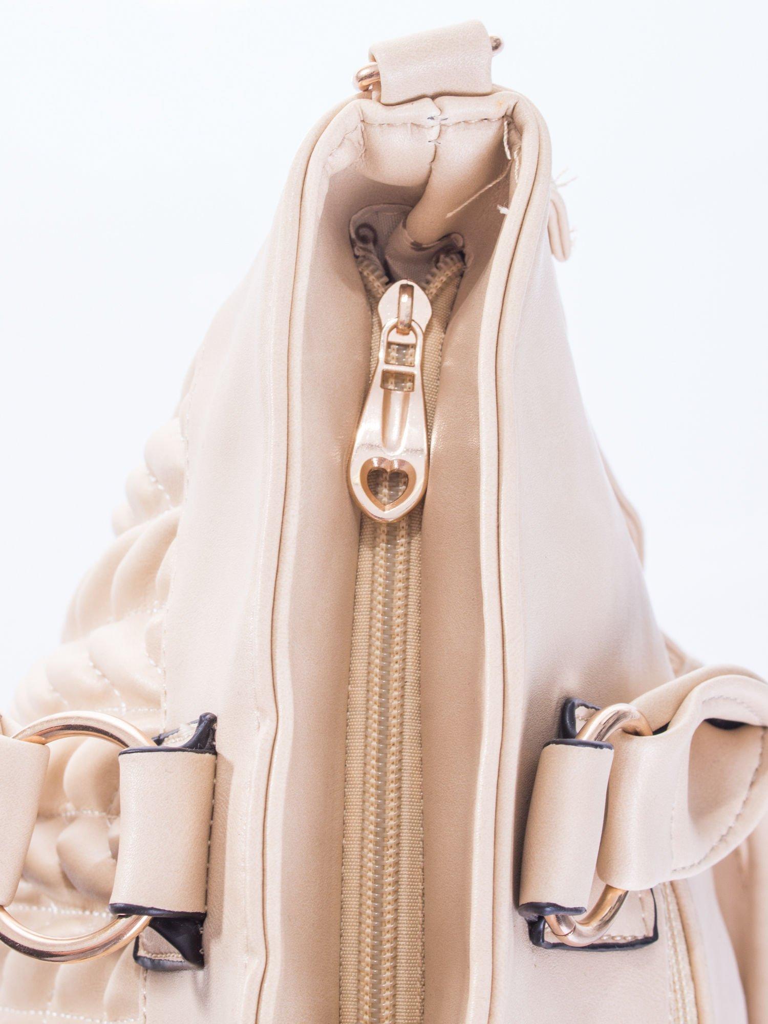 Jasnobeżowa pikowana torba na ramię                                  zdj.                                  7