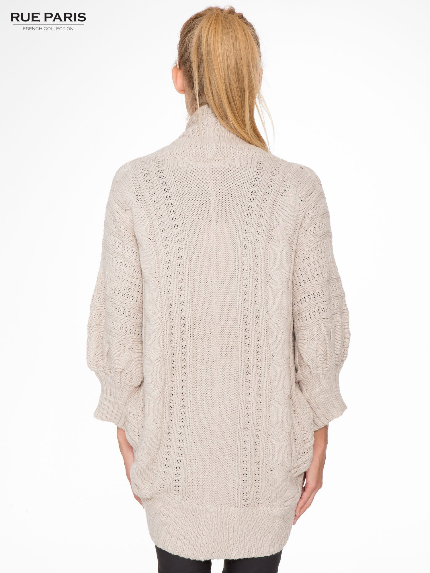 Jasnobeżowy dziergany sweter typu otwarty kardigan                                  zdj.                                  4