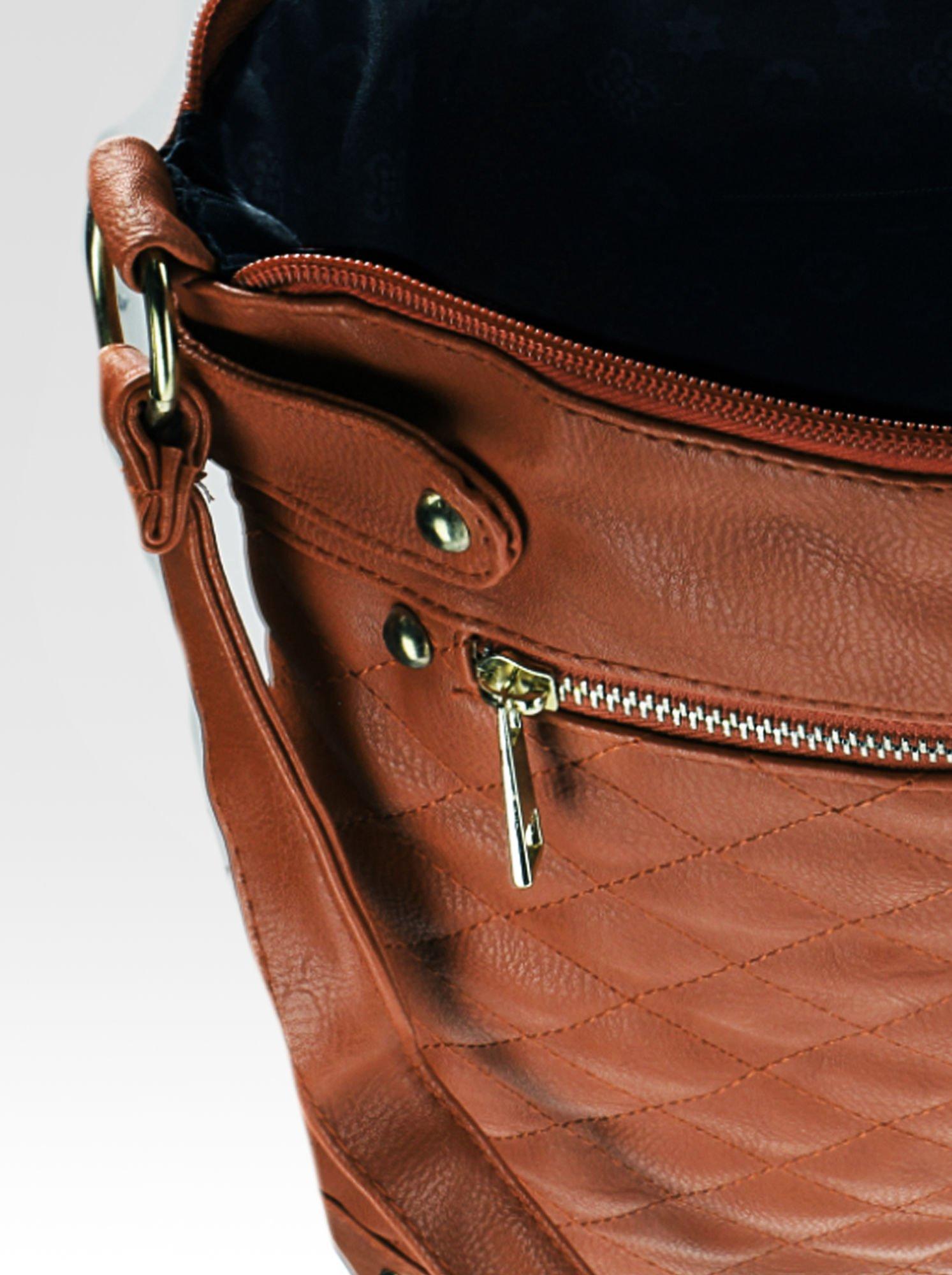 Jasnobrązowa pikowana torebka na ramię                                  zdj.                                  8