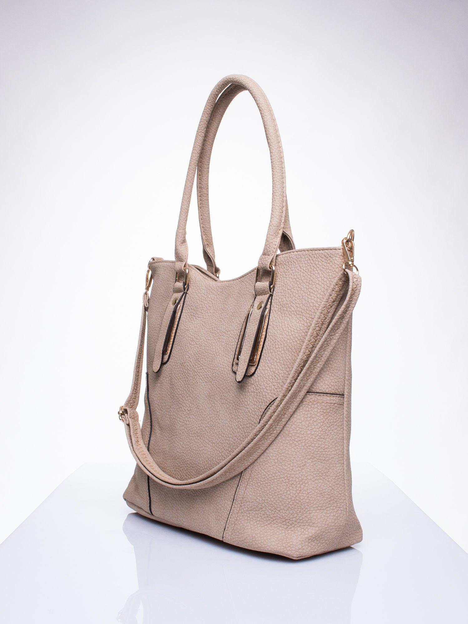 Jasnobrzowa torba shopper bag ze złotymi okuciami przy rączkach                                  zdj.                                  2