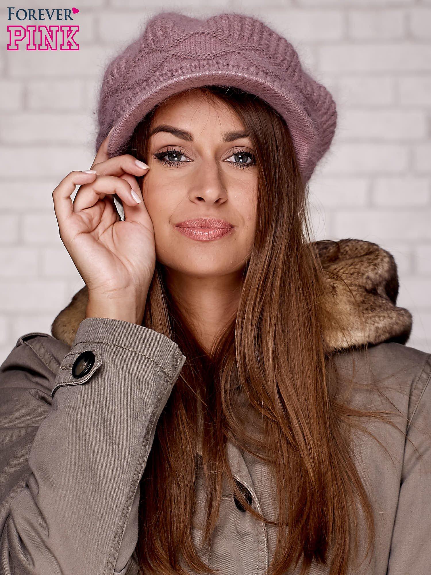 Jasnofioletowa dziergana czapka z daszkiem                                   zdj.                                  1