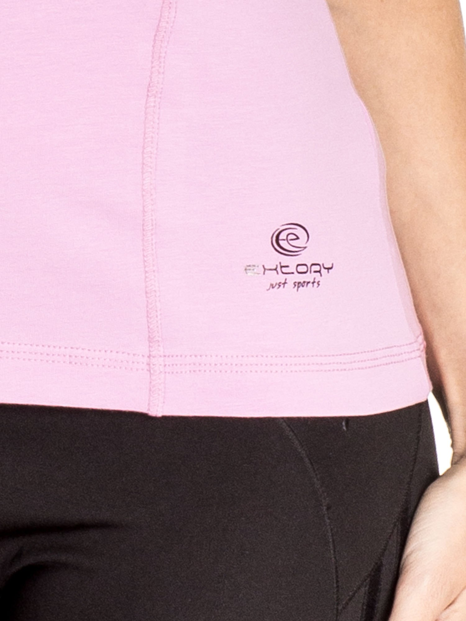 Jasnofioletowy damski t-shirt sportowy z dekoltem V PLUS SIZE                                  zdj.                                  5