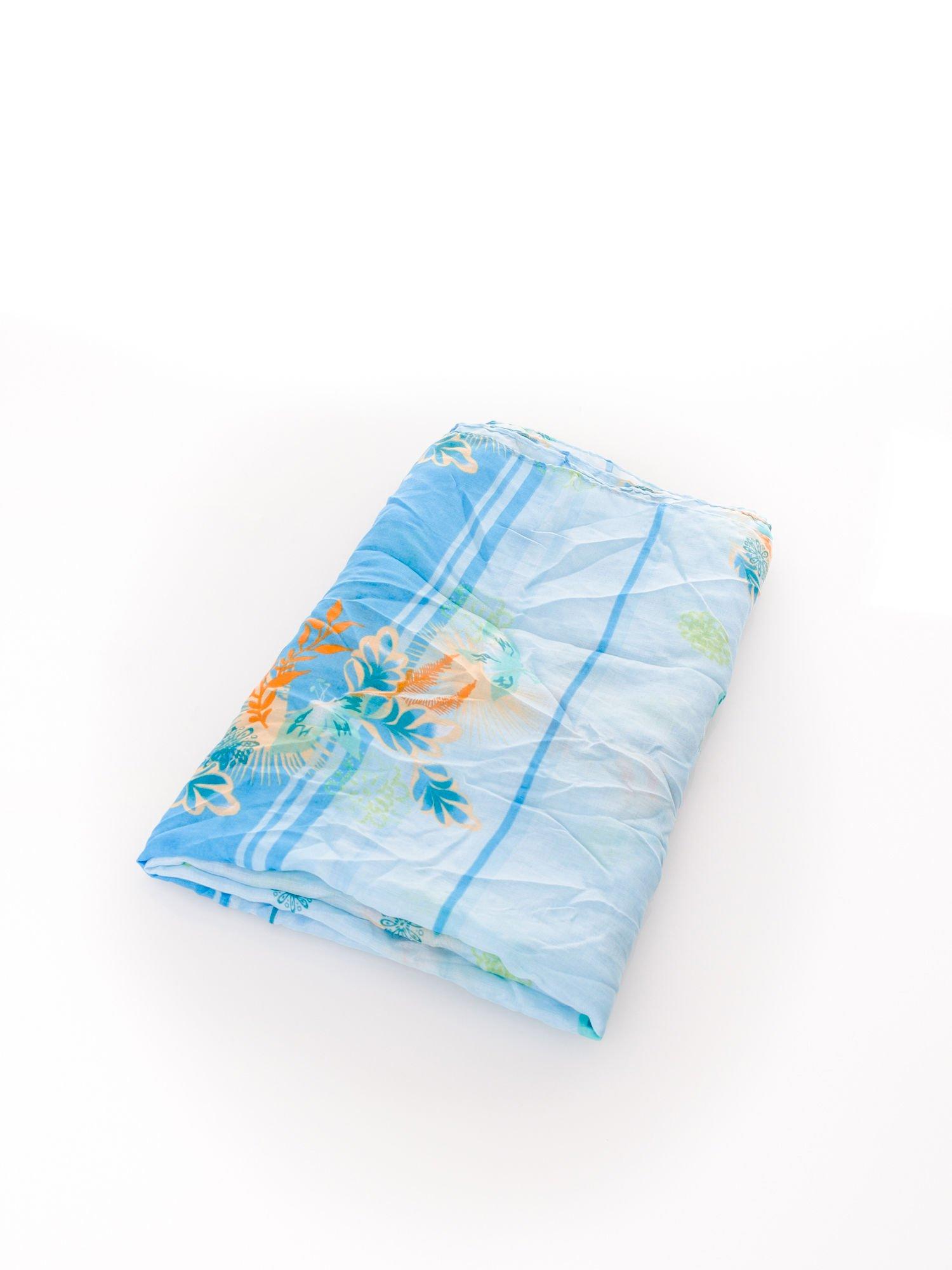 Jasnoniebieska chusta w kwiaty                                  zdj.                                  3