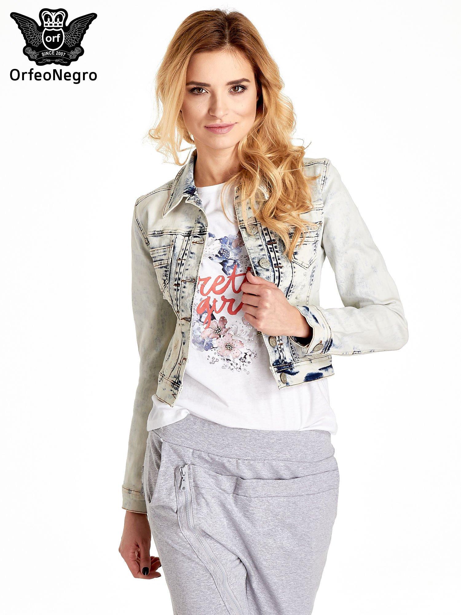 Jasnoniebieska kurtka jeansowa damska marmurkowa z kieszeniami                                  zdj.                                  1
