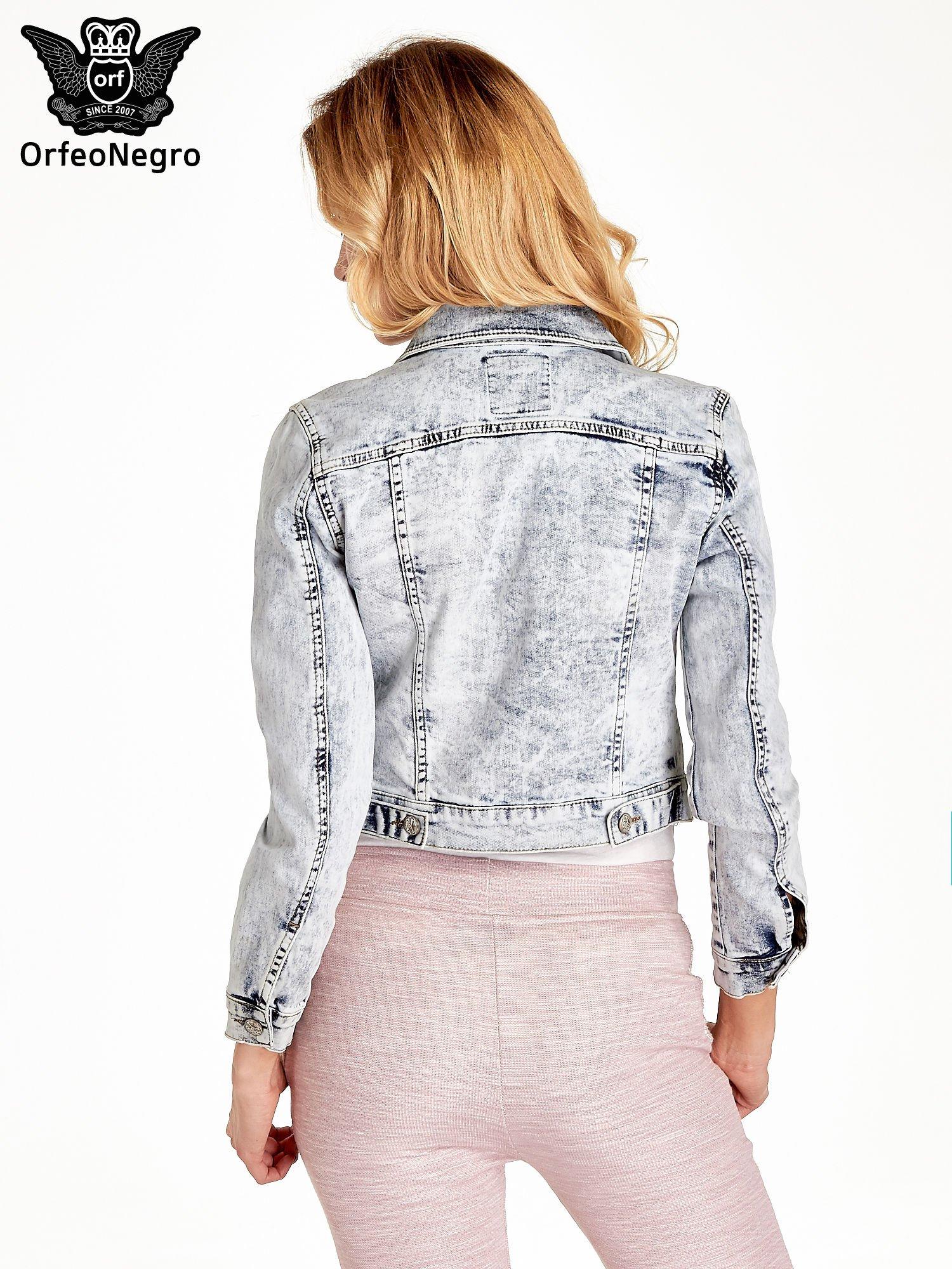 Jasnoniebieska kurtka jeansowa damska z efektem acid wash                                  zdj.                                  4