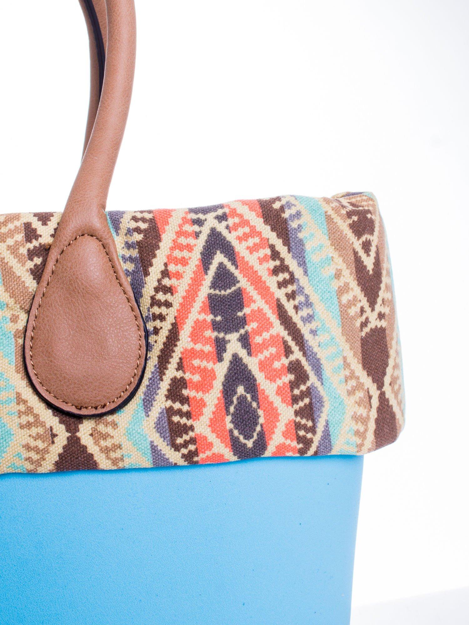 Jasnoniebieska torba gumowa z motywem azteckim                                  zdj.                                  5