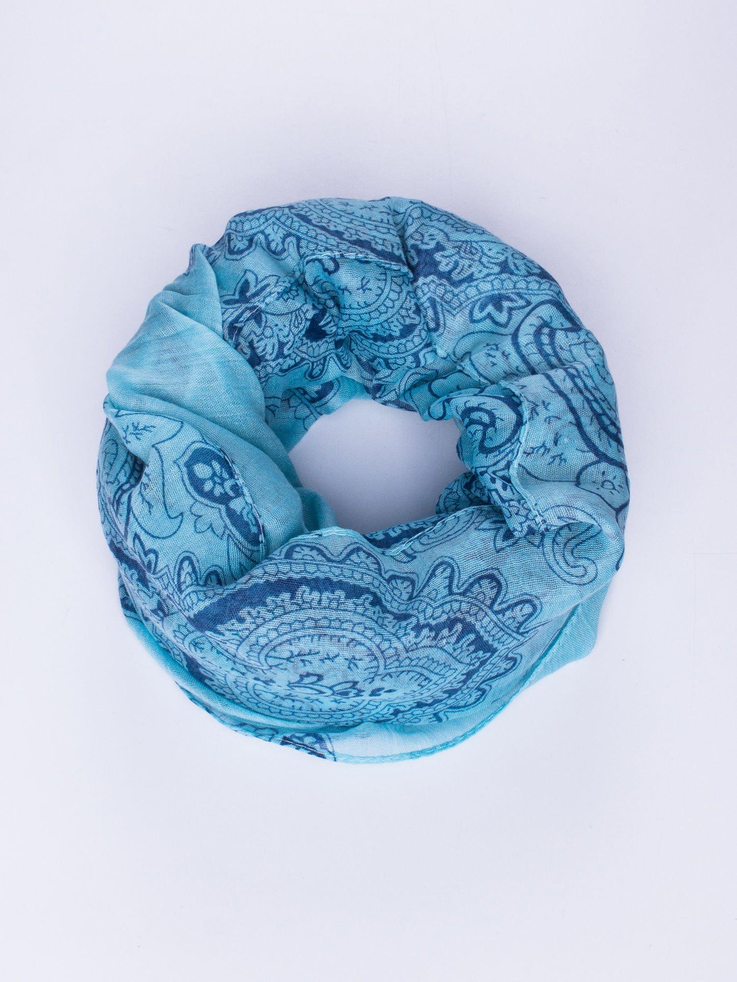 Jasnoniebieski orientalny szal we wzór paisley                                  zdj.                                  1