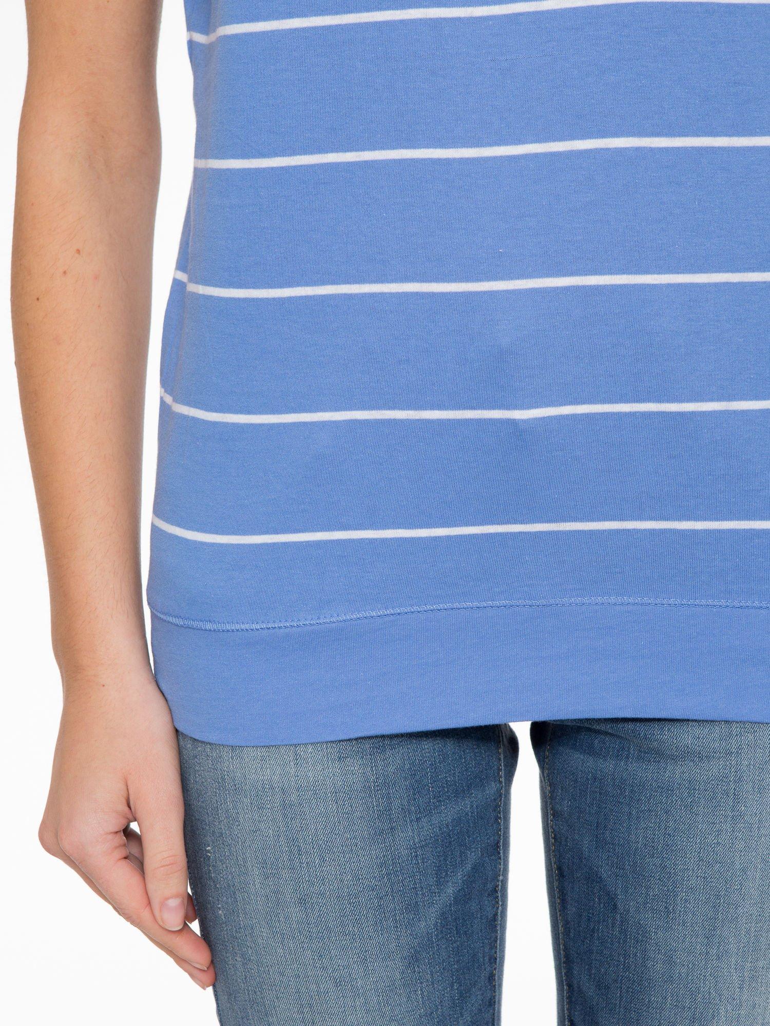 Jasnoniebieski t-shirt w paski                                   zdj.                                  6