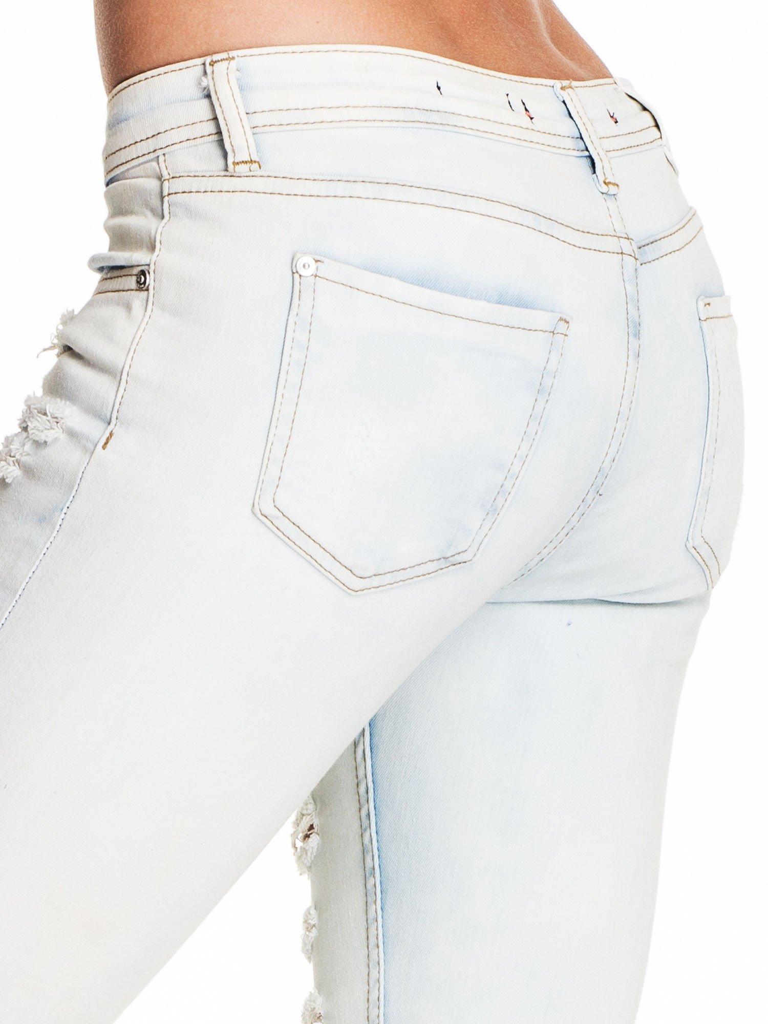 Jasnoniebieskie dopasowane spodnie trash jeans                                  zdj.                                  6