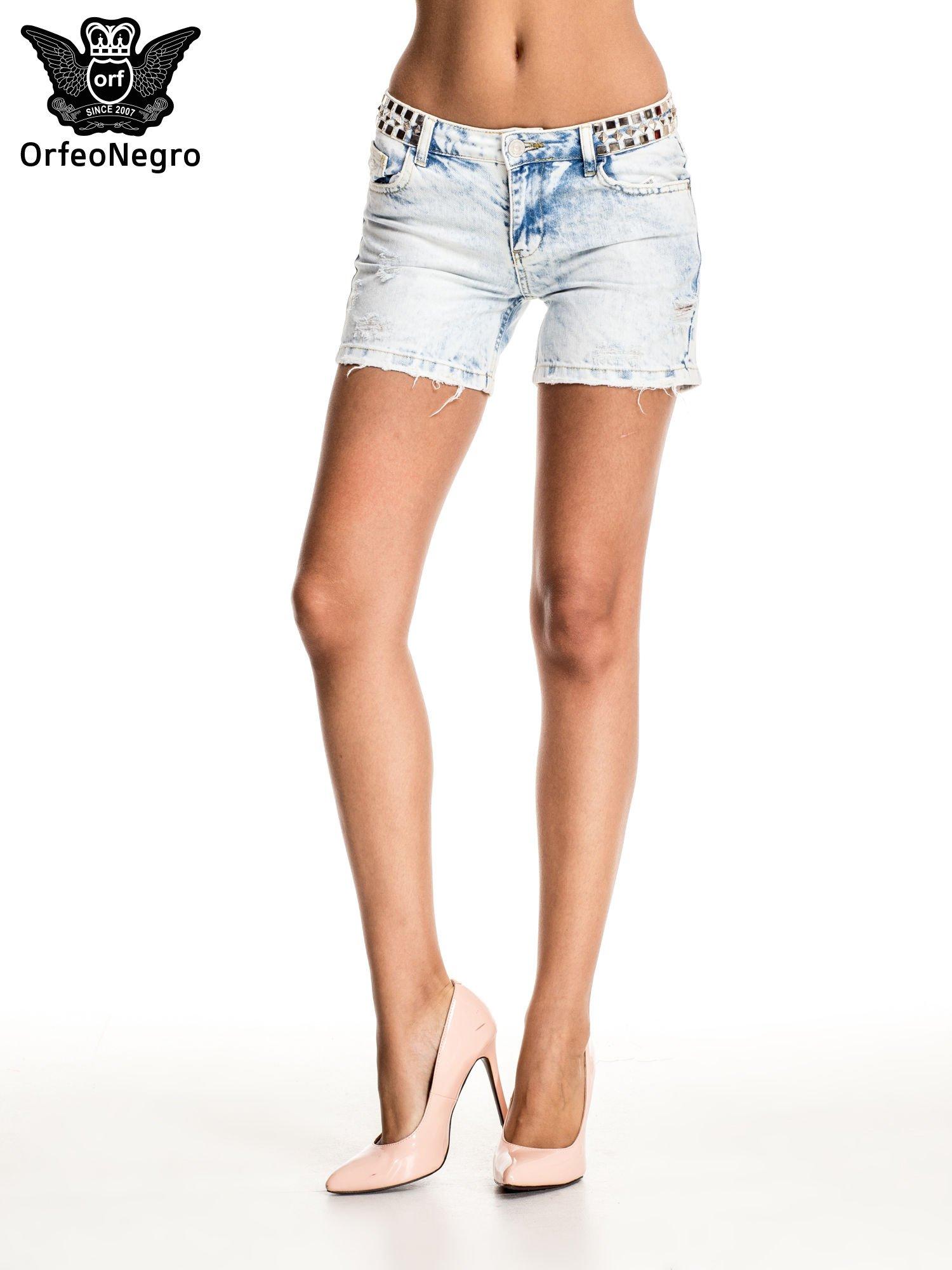 Jasnoniebieskie jeansowe szorty z ćwiekami                                  zdj.                                  1