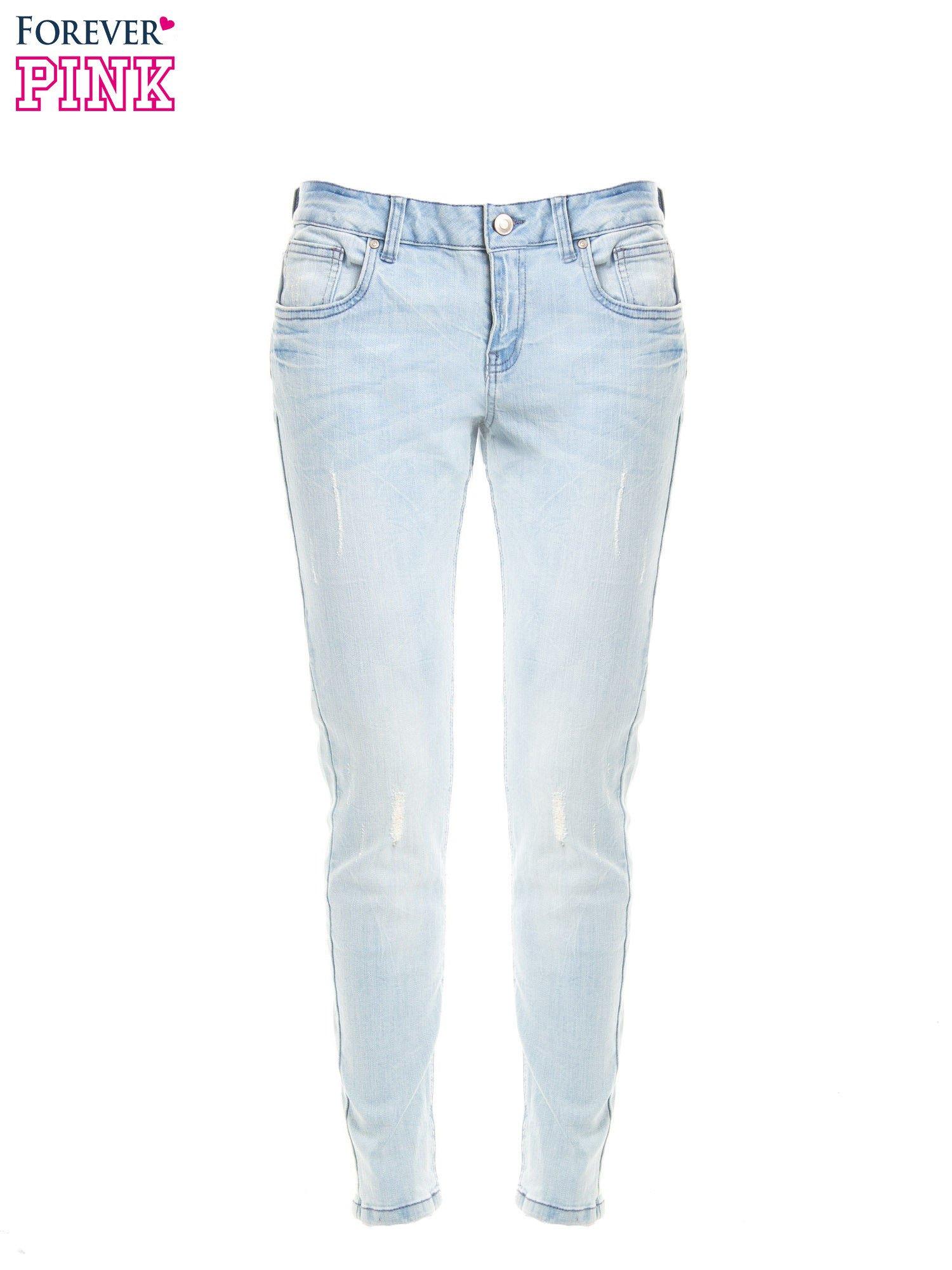 Jasnoniebieskie jeansy rurki z przetarciami                                  zdj.                                  1