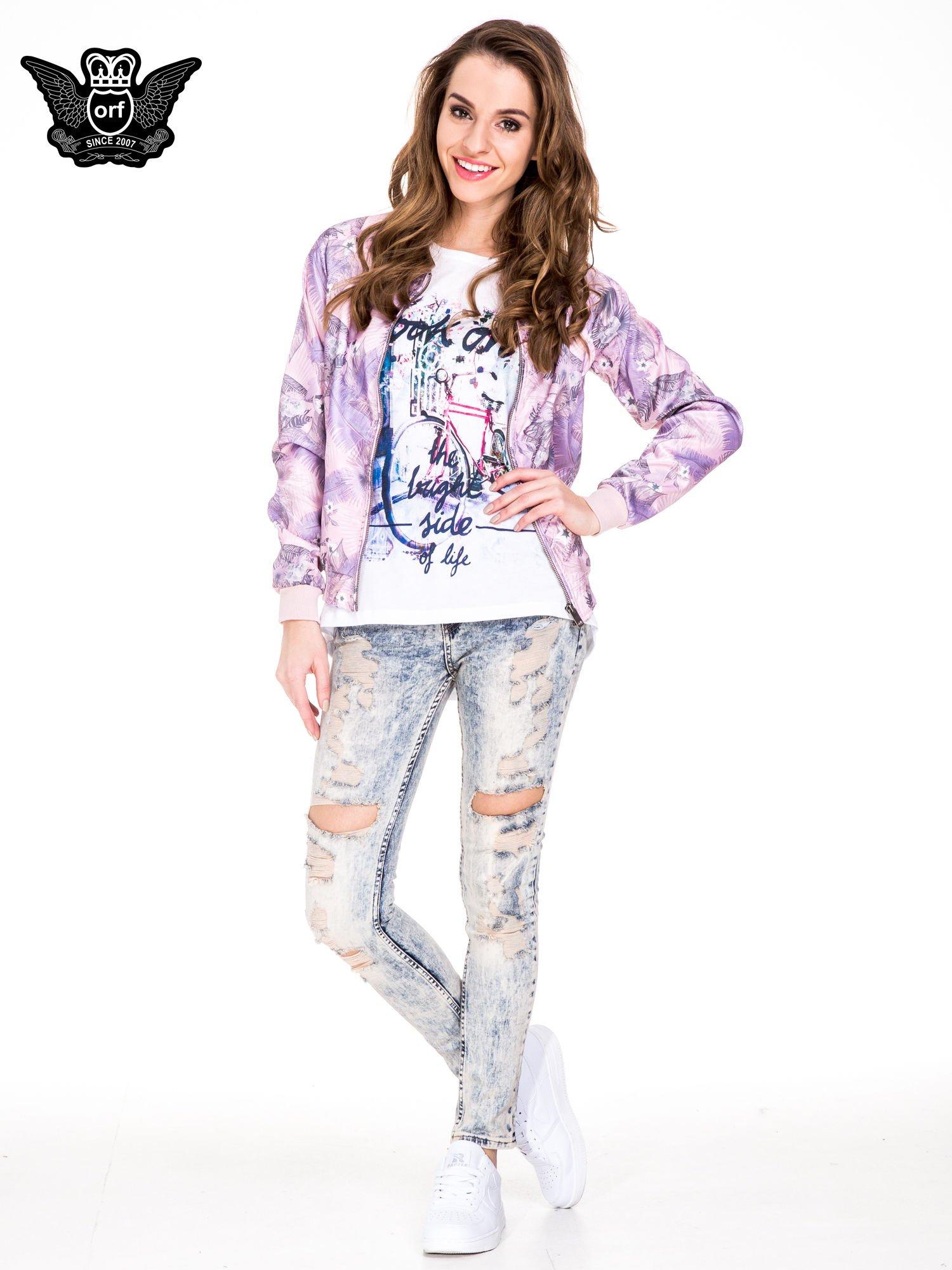 Jasnoniebieskie spodnie jeansowe rurki z dekatyzowaniem i rozdarciami                                  zdj.                                  2