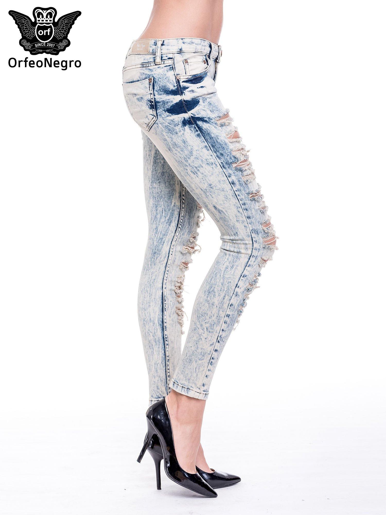 Jasnoniebieskie spodnie rurki typu trash jeans                                  zdj.                                  3