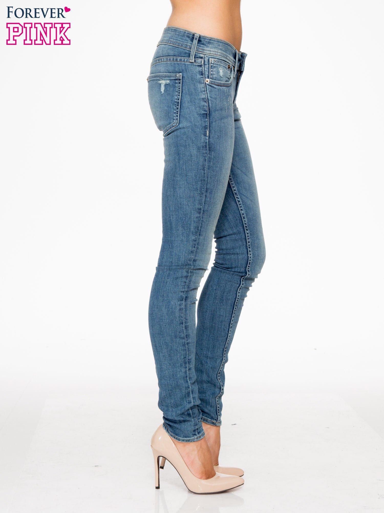 Jasnoniebieskie spodnie typu skinny jeans z przetarciami                                  zdj.                                  3