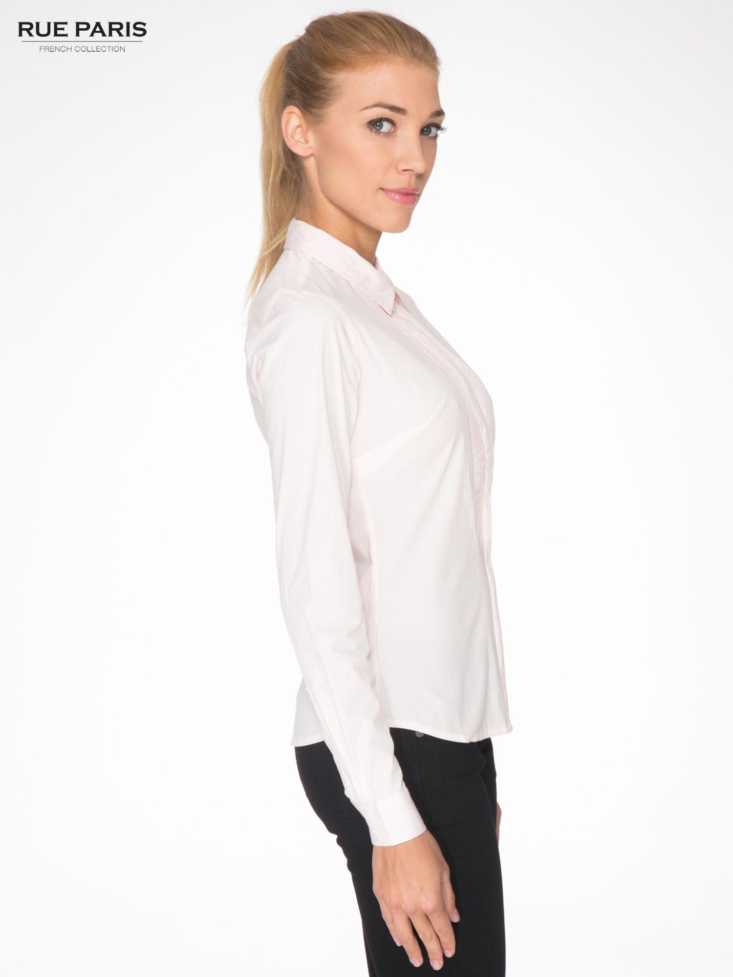 Jasnoróżowa elegancka koszula damska z marszczonym przodem                                  zdj.                                  3