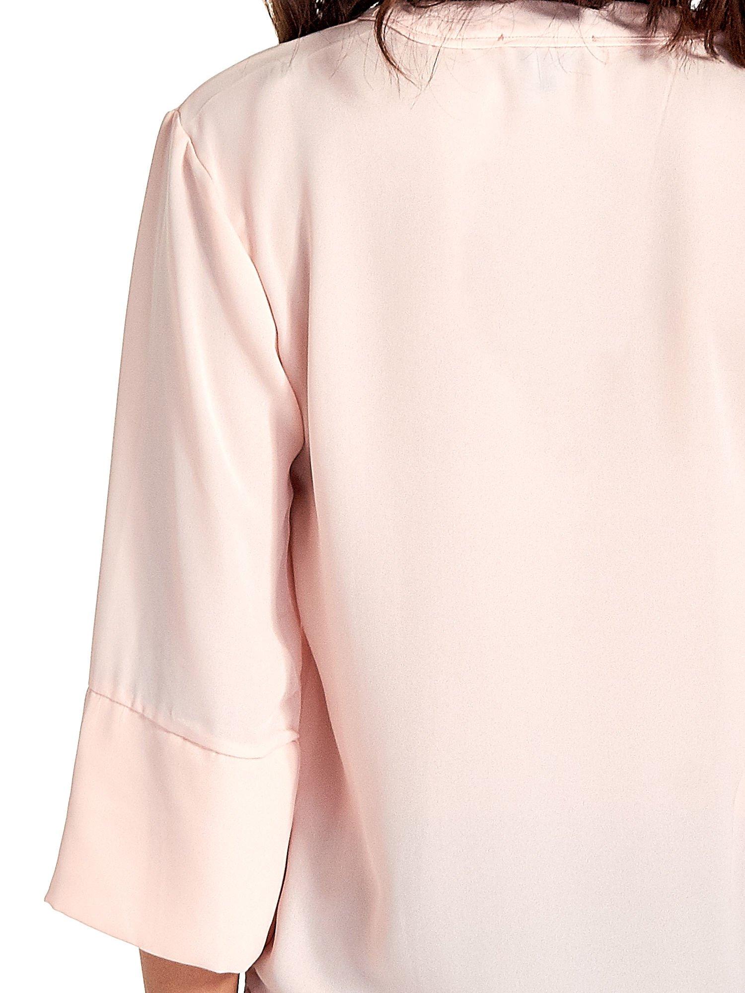 Jasnoróżowa koszula z dłuższym tyłem i rękawkami 3/4                                  zdj.                                  6