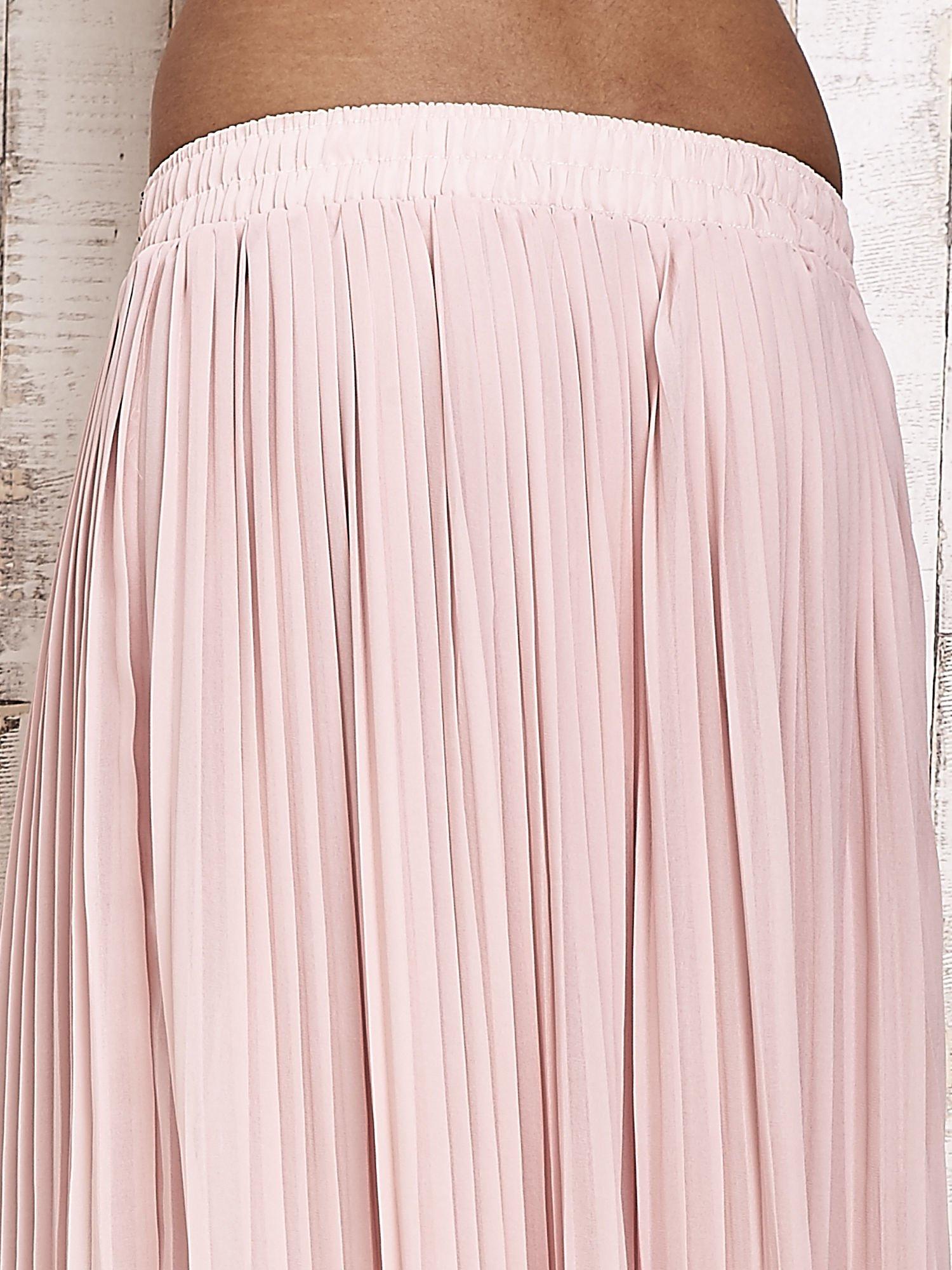 Jasnoróżowa spódnica maxi plisowana z dżetami w pasie                                  zdj.                                  5