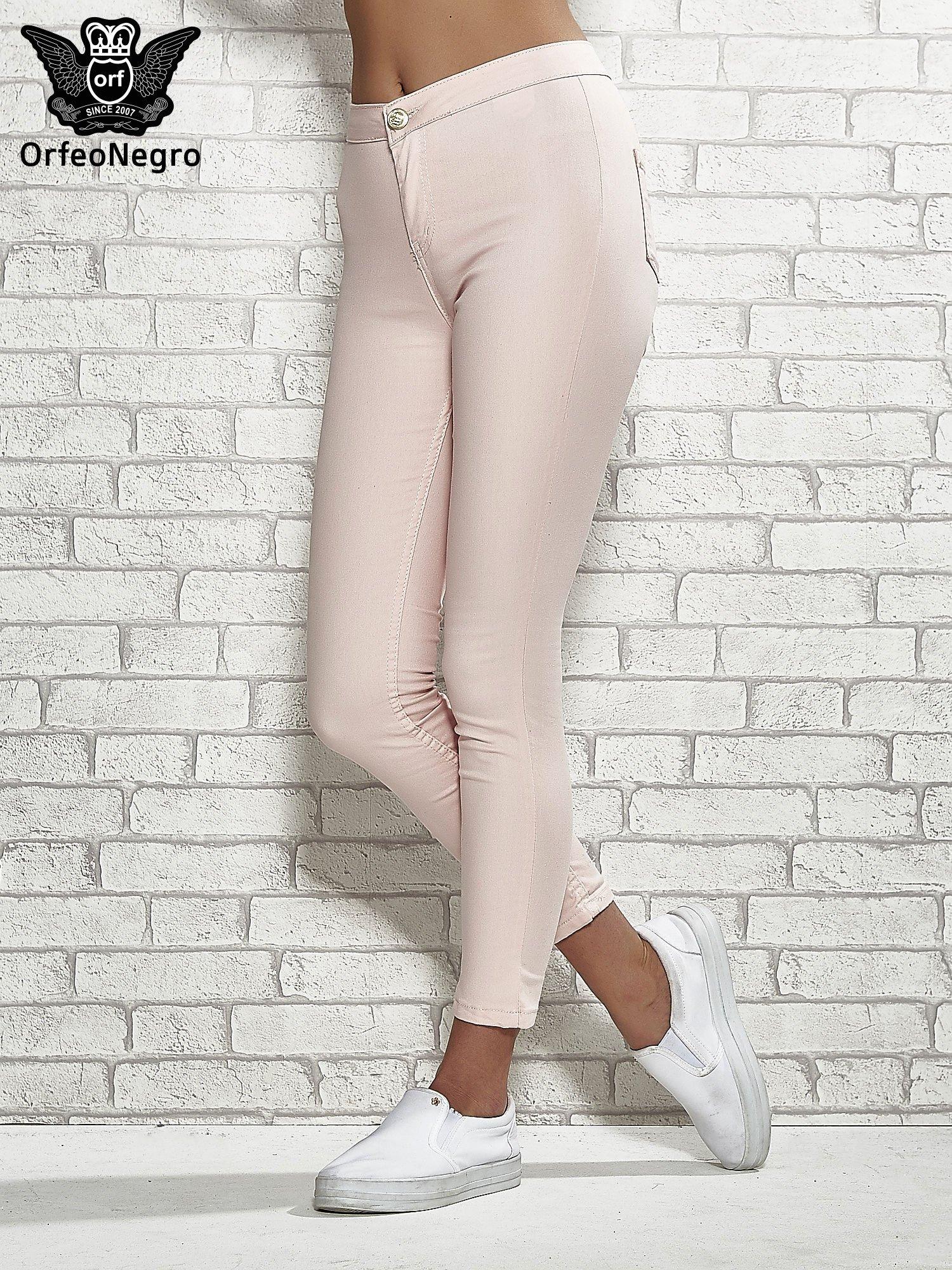 15242a45 Jasnoróżowe spodnie rurki skinny