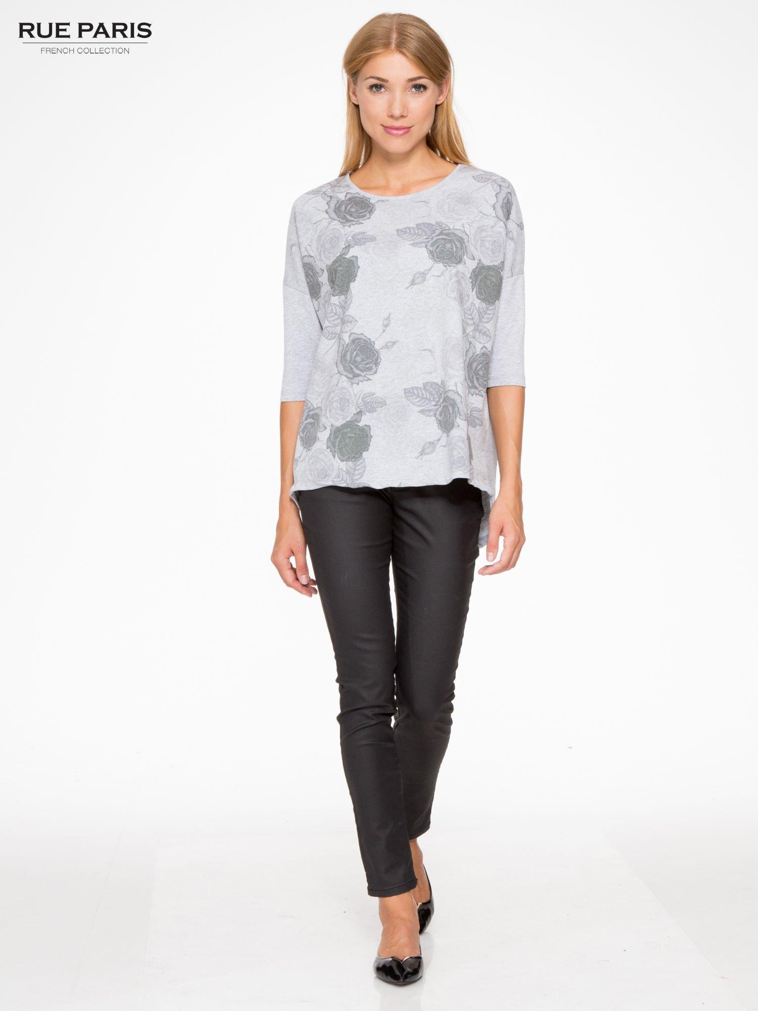 Jasnoszara bluza oversize z nadrukiem kwiatowym                                  zdj.                                  2