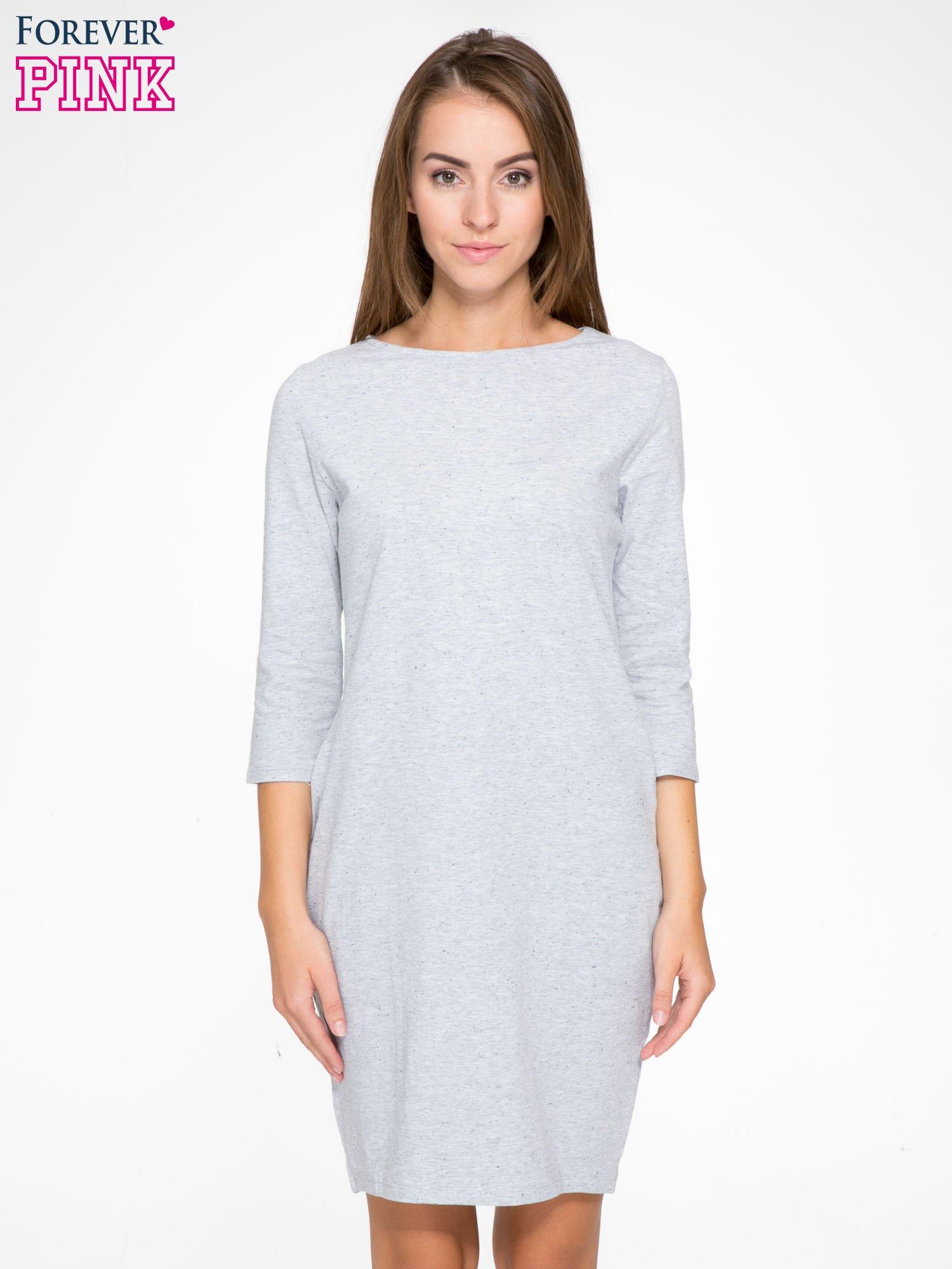 Jasnoszara dresowa sukienka z kieszeniami po bokach                                  zdj.                                  1