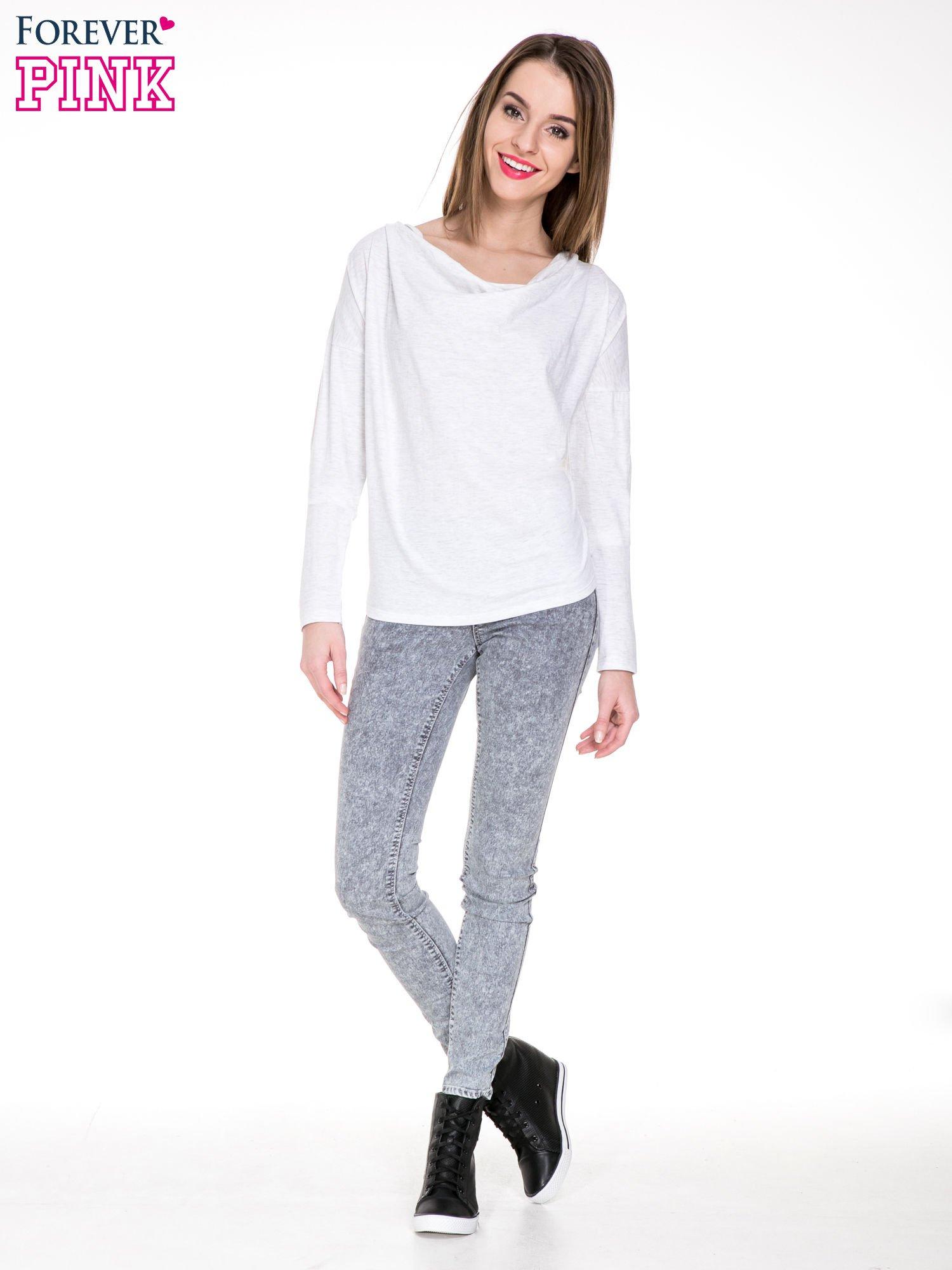 Jasnoszara melanżowa bawełniana bluzka z dekoltem typu woda                                  zdj.                                  2
