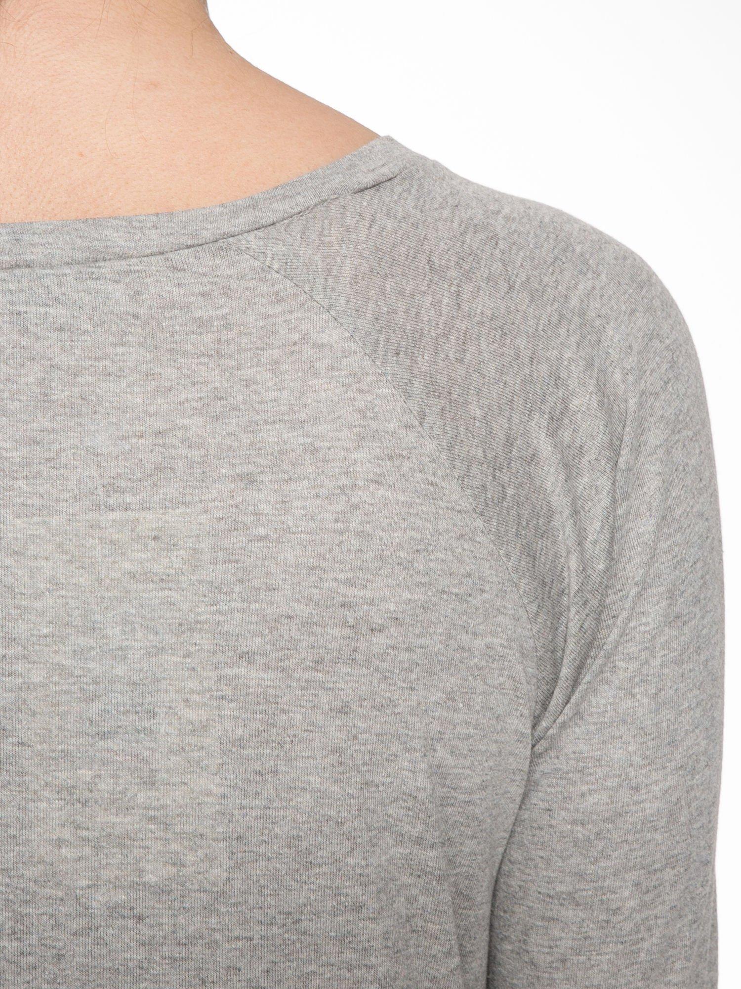 Jasnoszara melanżowa bawełniana bluzka z rękawami typu reglan                                  zdj.                                  5